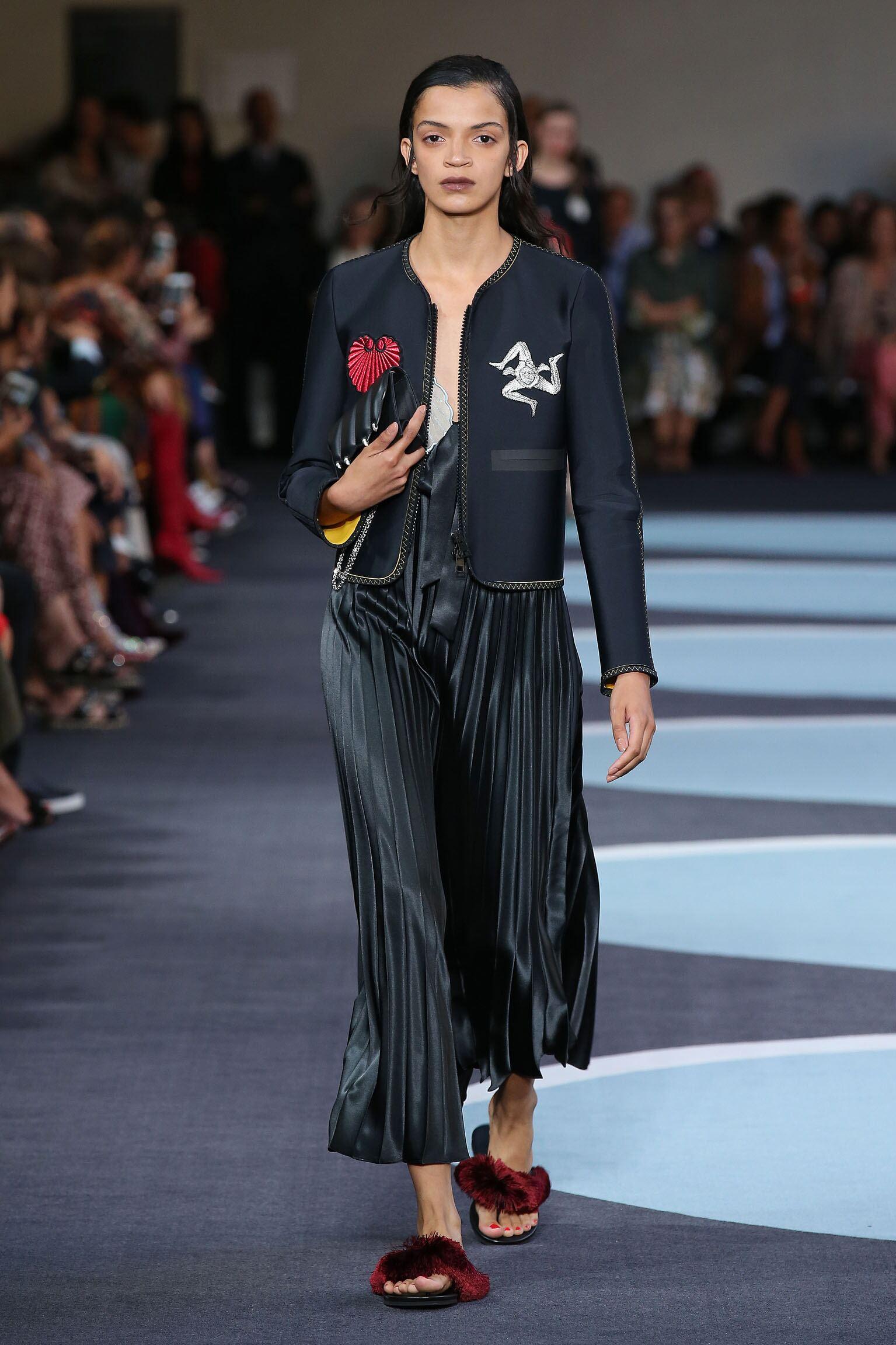 2018 Catwalk Marco De Vincenzo Woman Fashion Show Summer