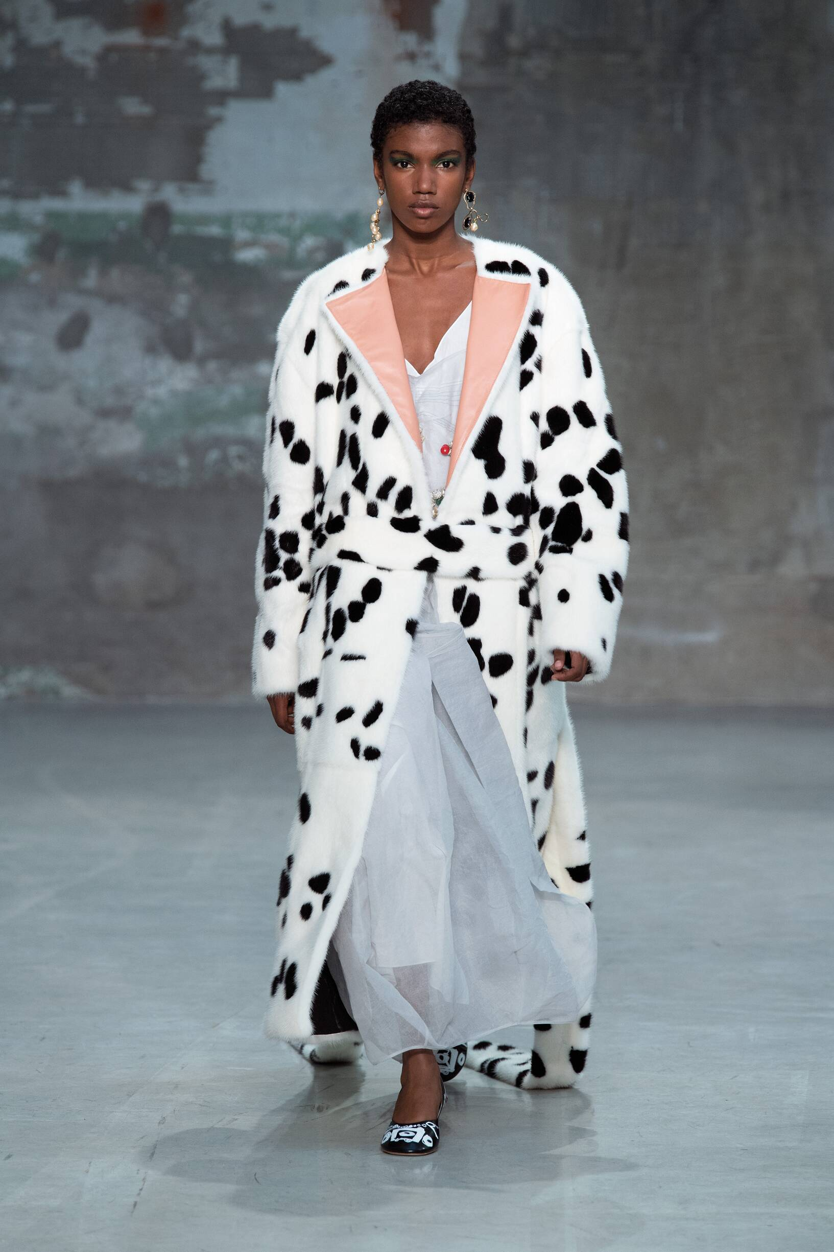 2018 Catwalk Marni Woman Fashion Show Summer