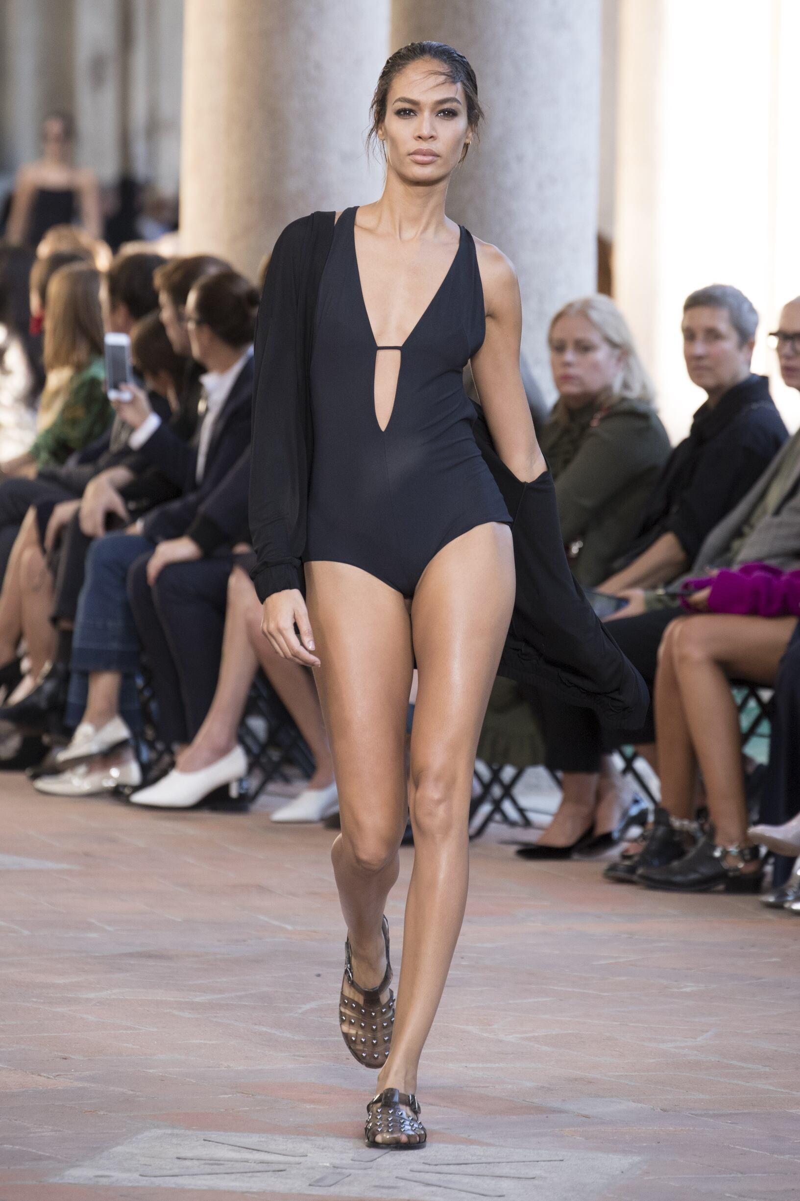 Alberta Ferretti Fashion Show SS 2018