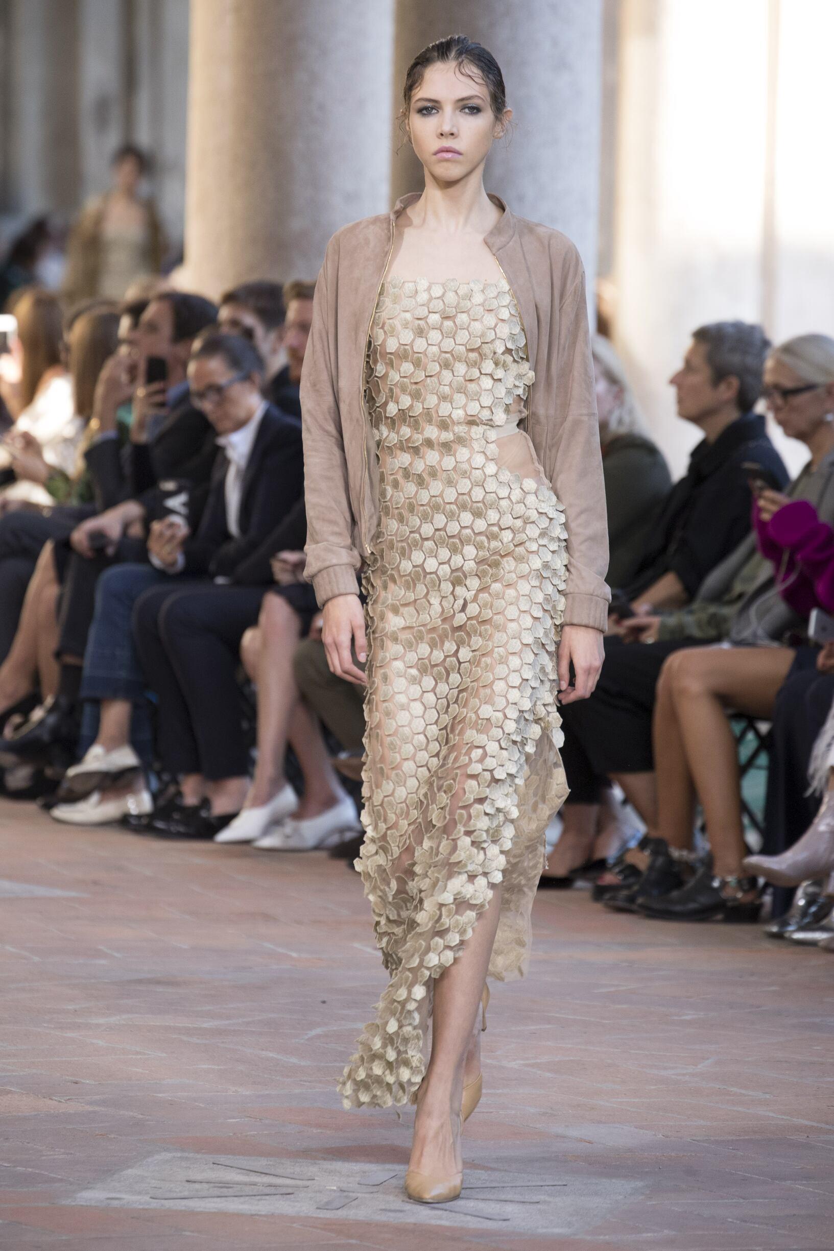 Catwalk Alberta Ferretti Woman Fashion Show Summer 2018
