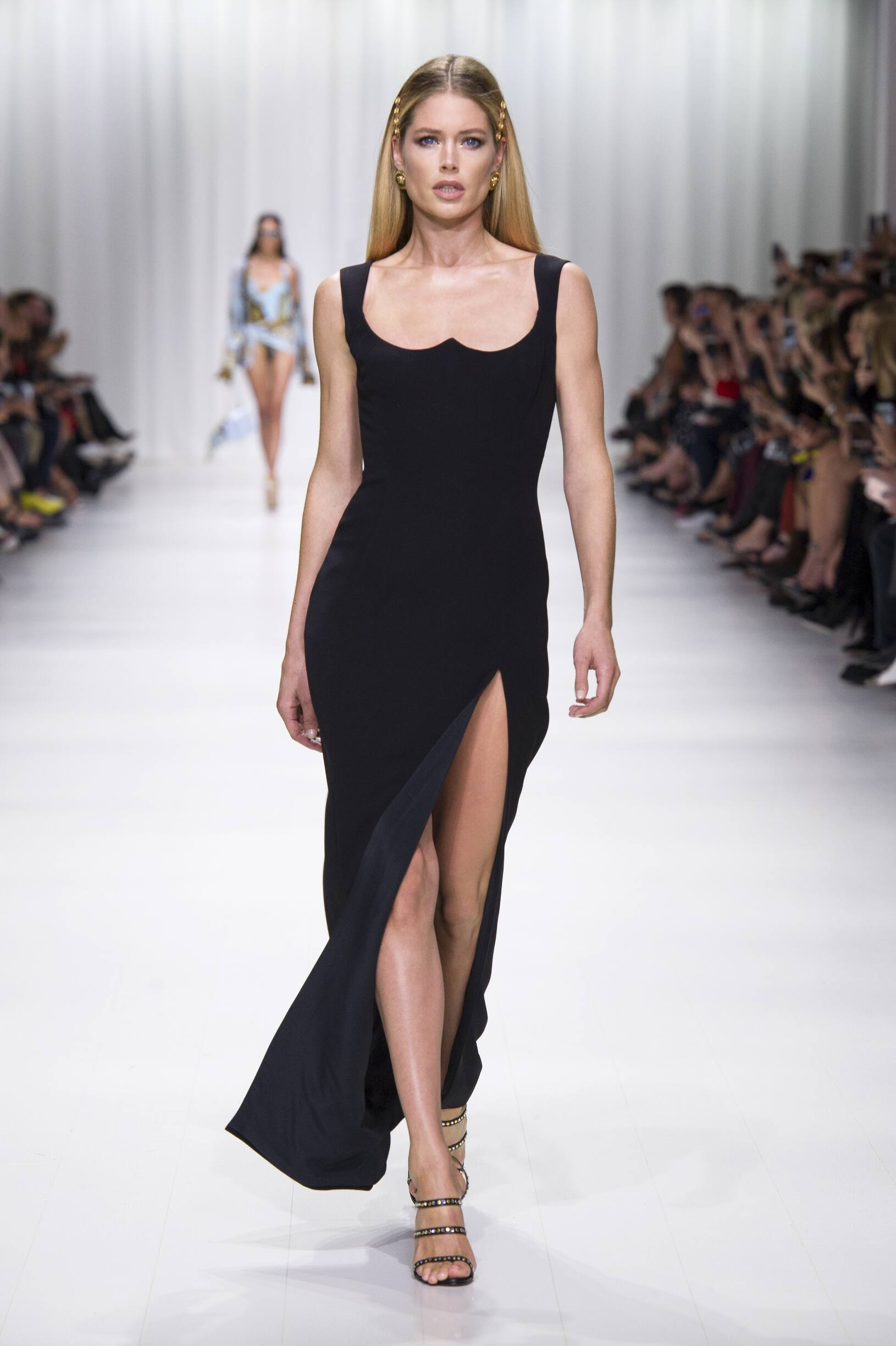 Catwalk Versace Woman Fashion Show Summer 2018