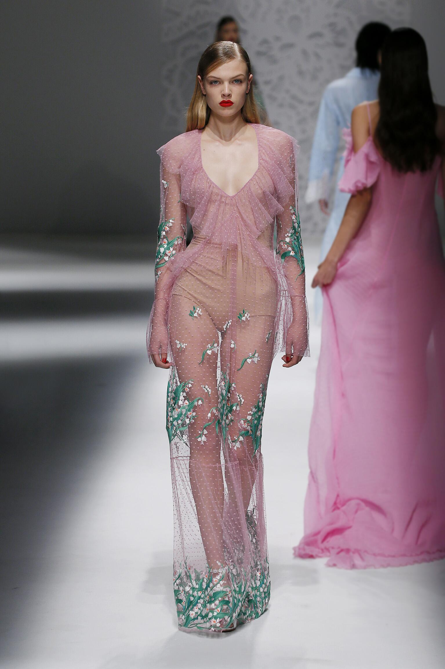 Fashion 2018 Runway Woman Blumarine Summer