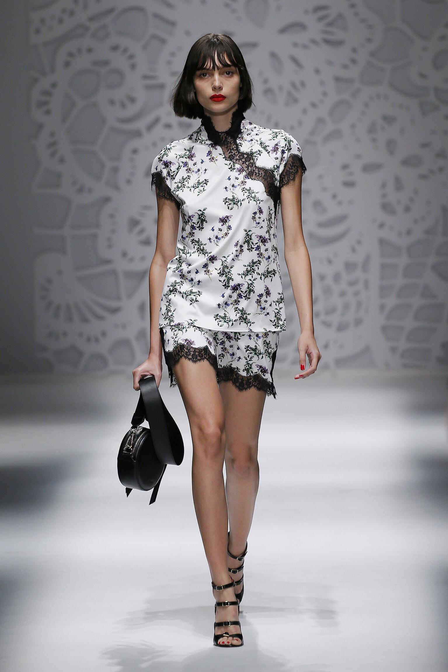 Runway Blumarine Spring Summer 2018 Women's Collection Milan Fashion Week