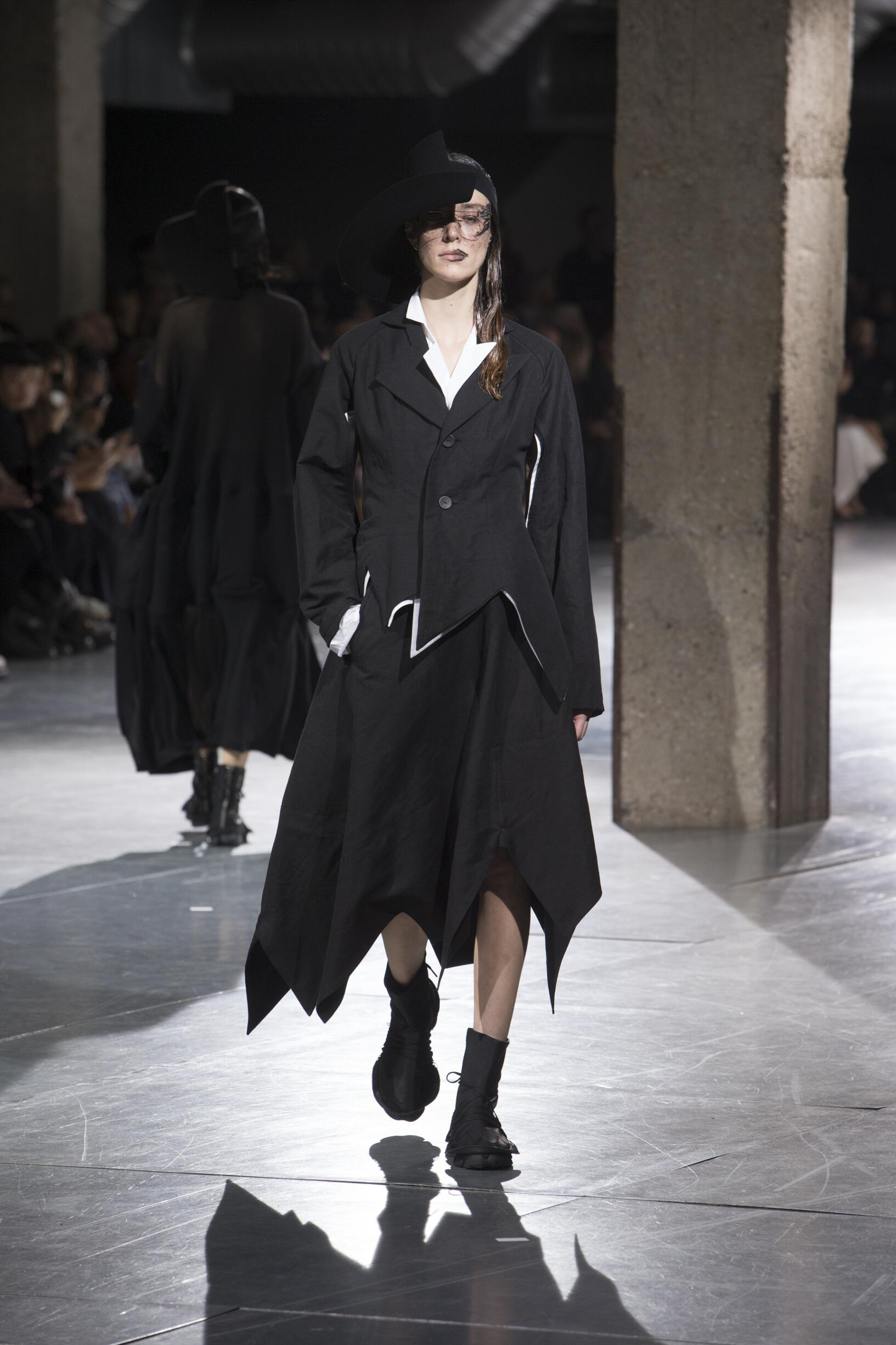 Runway Yohji Yamamoto Spring Summer 2018 Women's Collection Paris Fashion Week