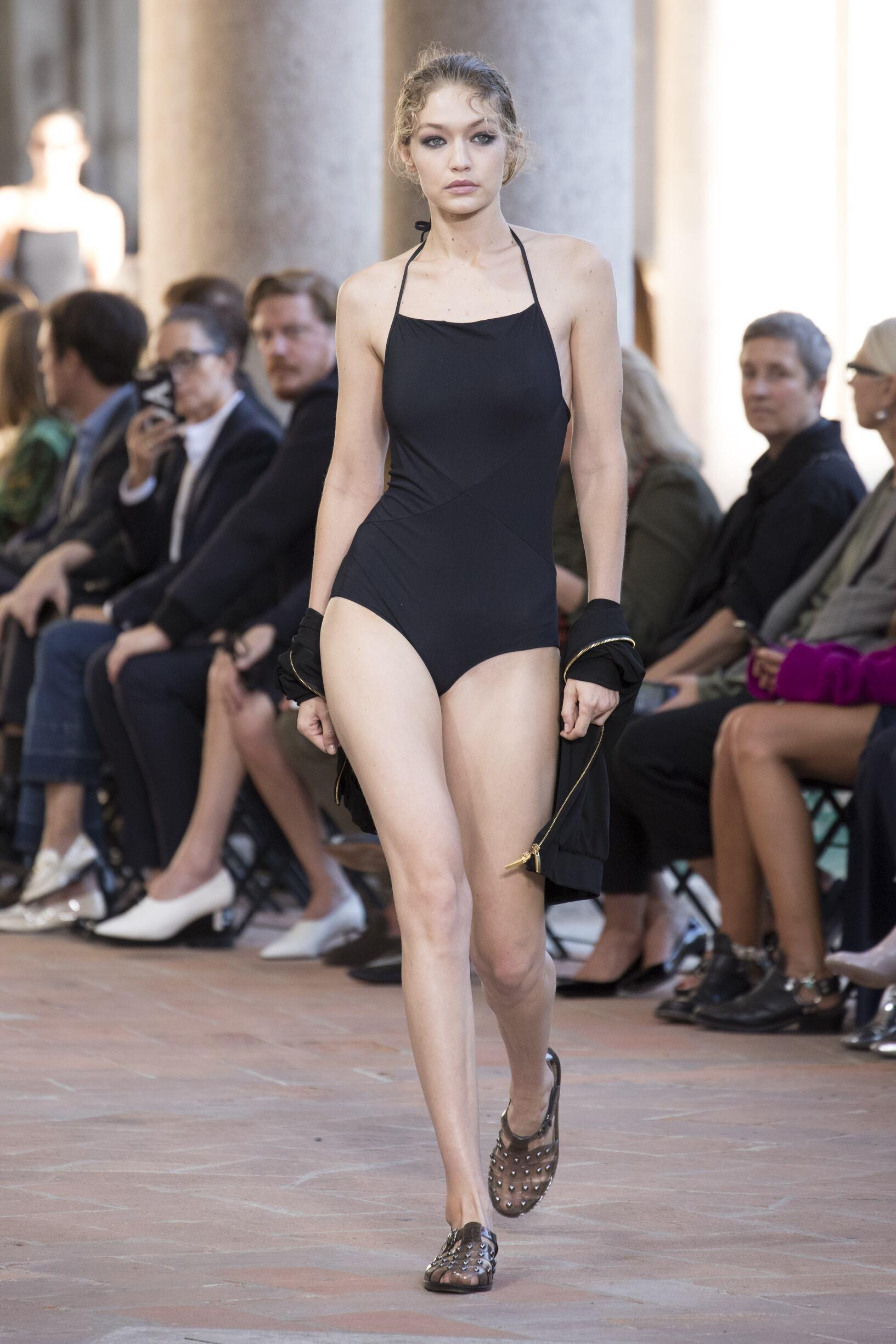 SS 2018 Alberta Ferretti Fashion Show
