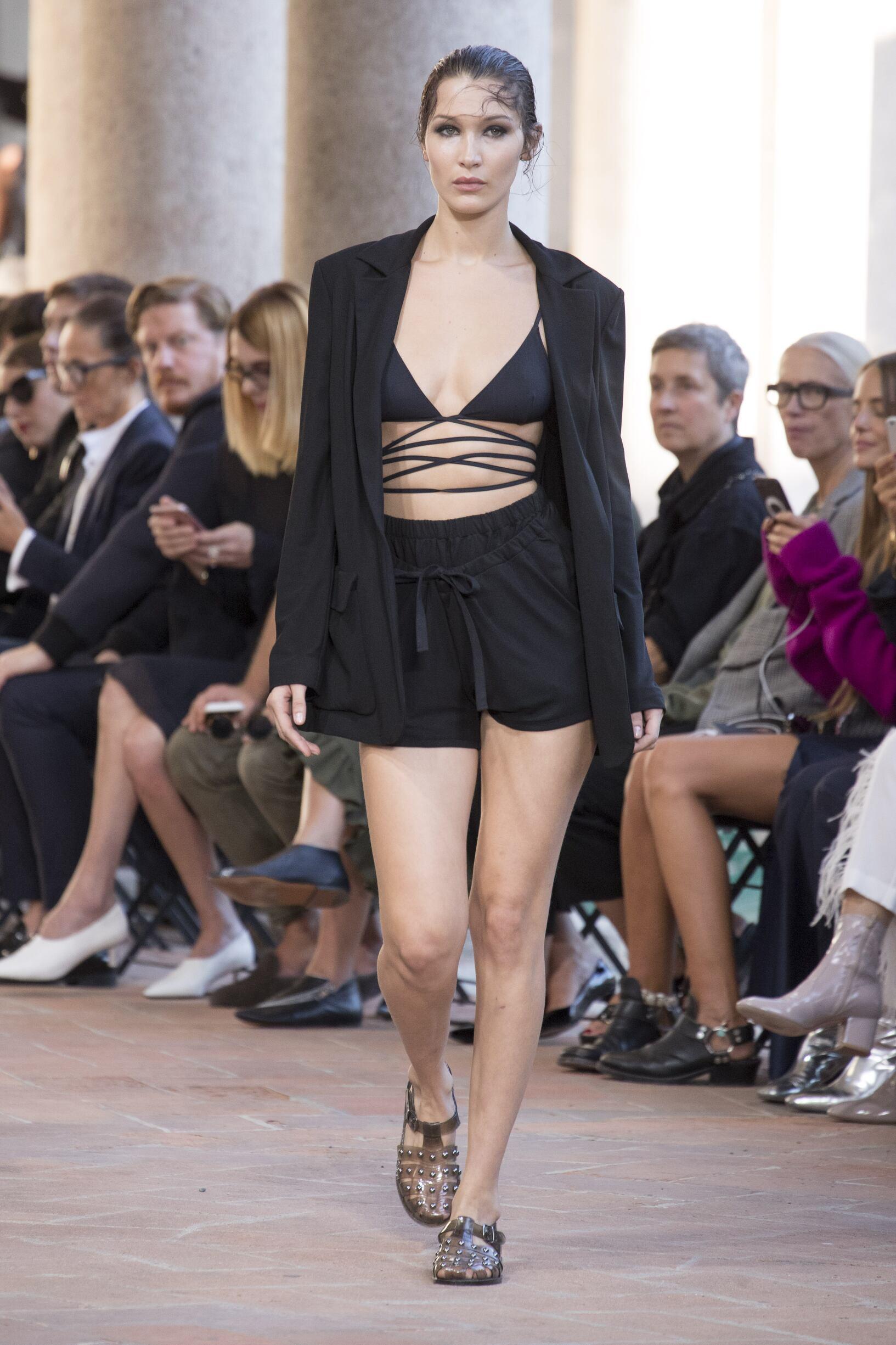 SS 2018 Fashion Show Alberta Ferretti