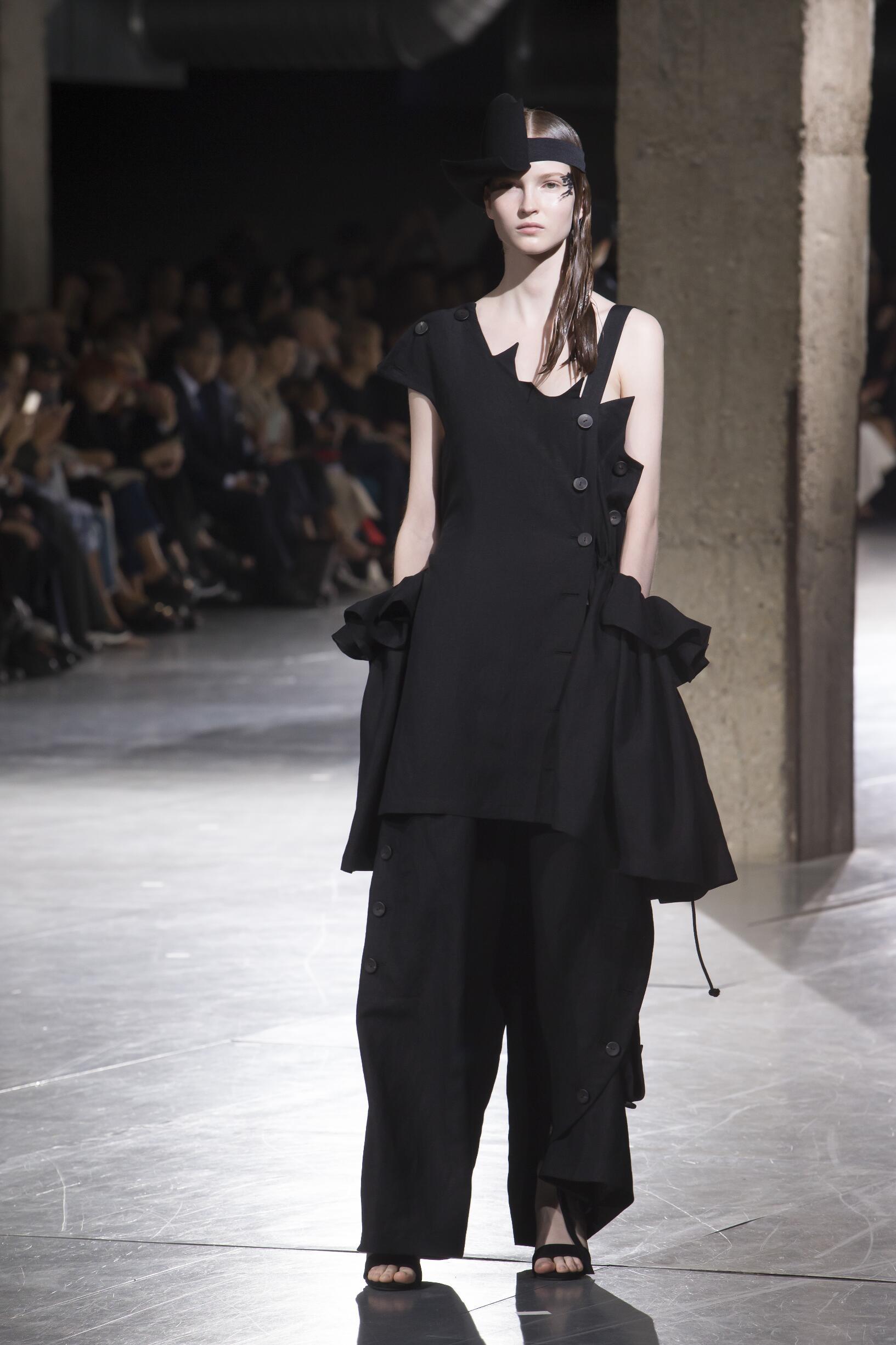 SS 2018 Yohji Yamamoto Fashion Show