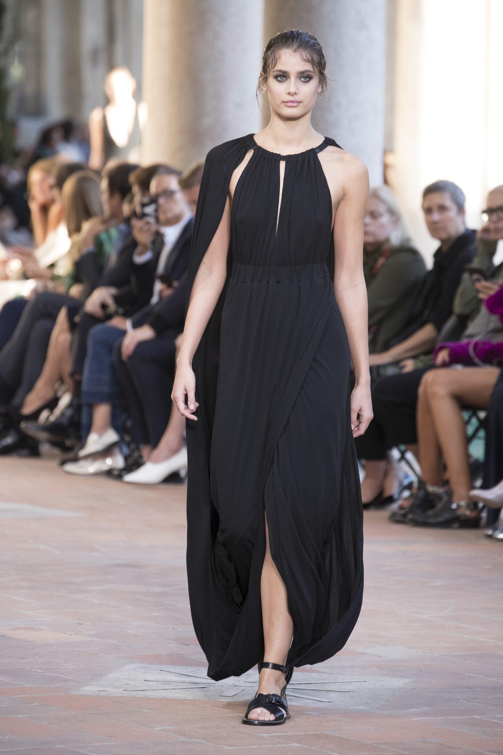 Summer 2018 Woman Trends Alberta Ferretti