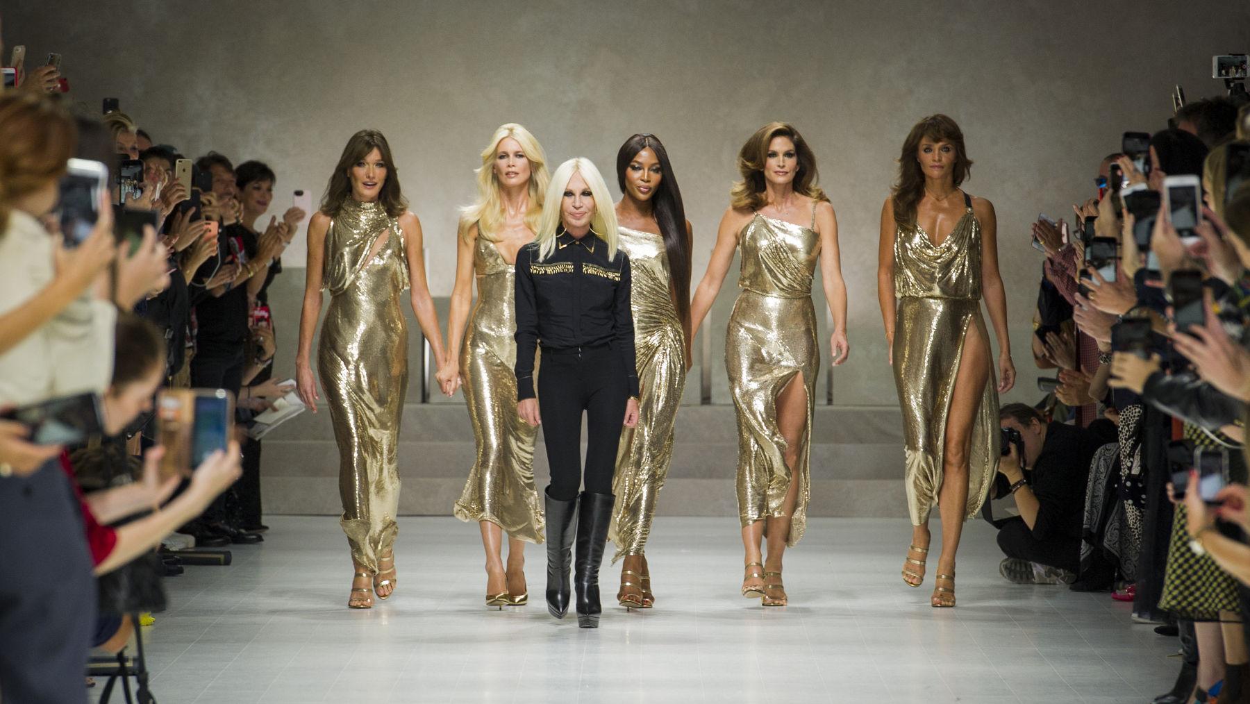 a9d4e7a9 Versace Spring Summer 2018 Women's Fashion Show - Milan Fashion Week
