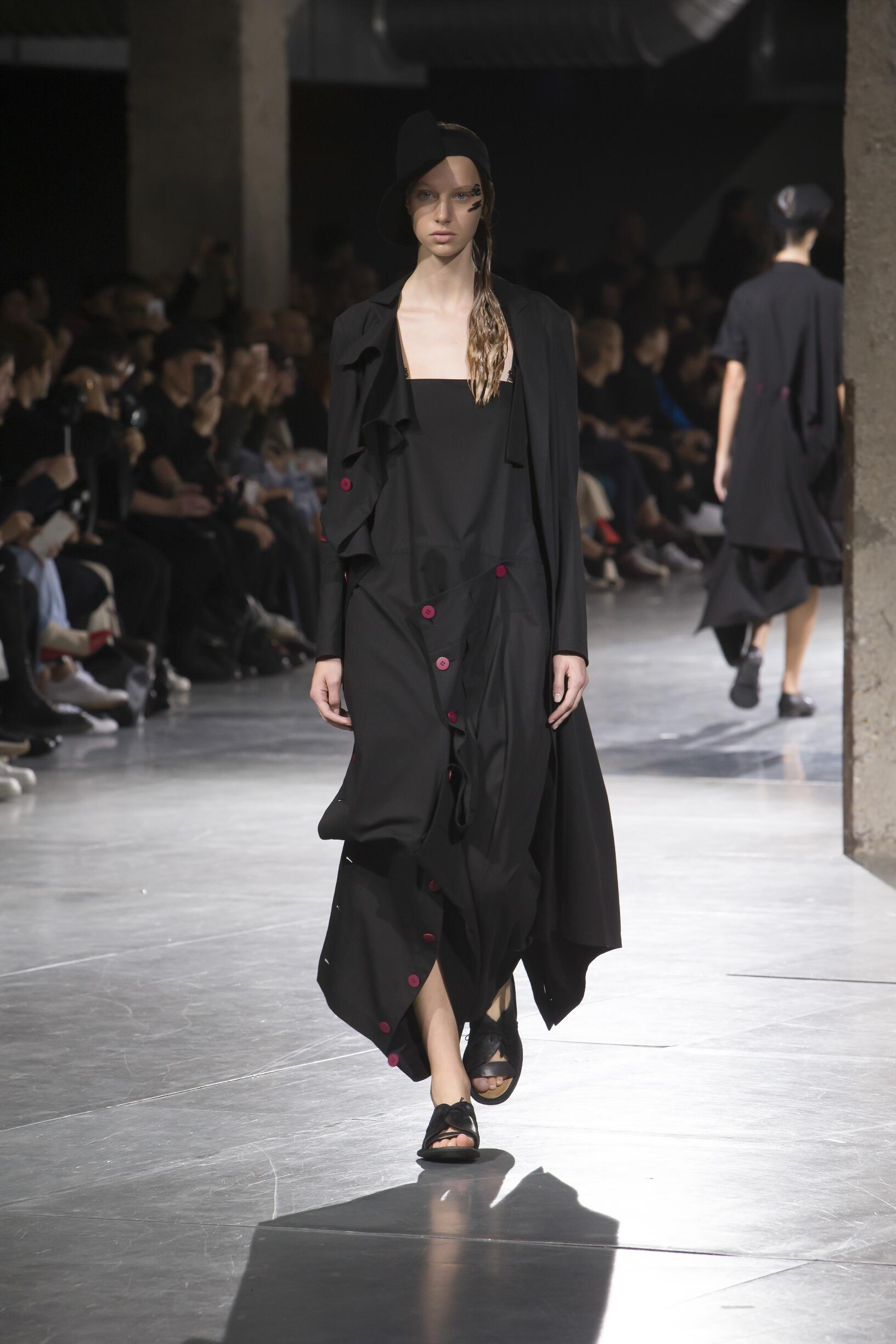 Yohji Yamamoto Spring Summer 2018 Womens Collection Paris Fashion Week