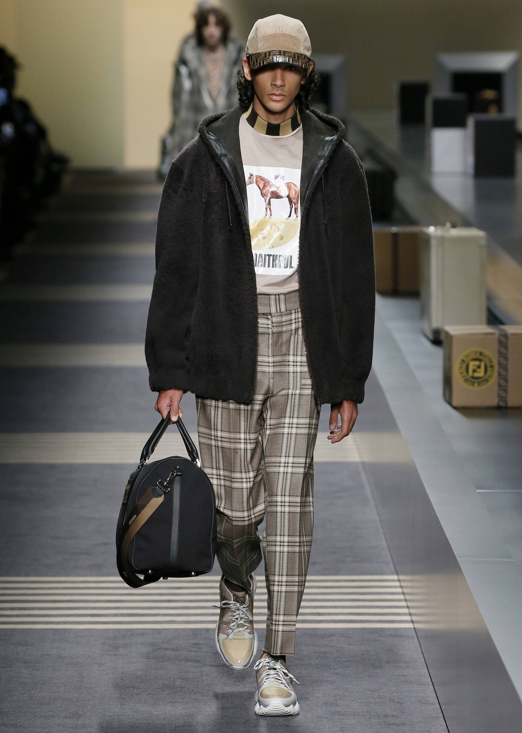 2018 Catwalk Fendi Man Fashion Show Winter