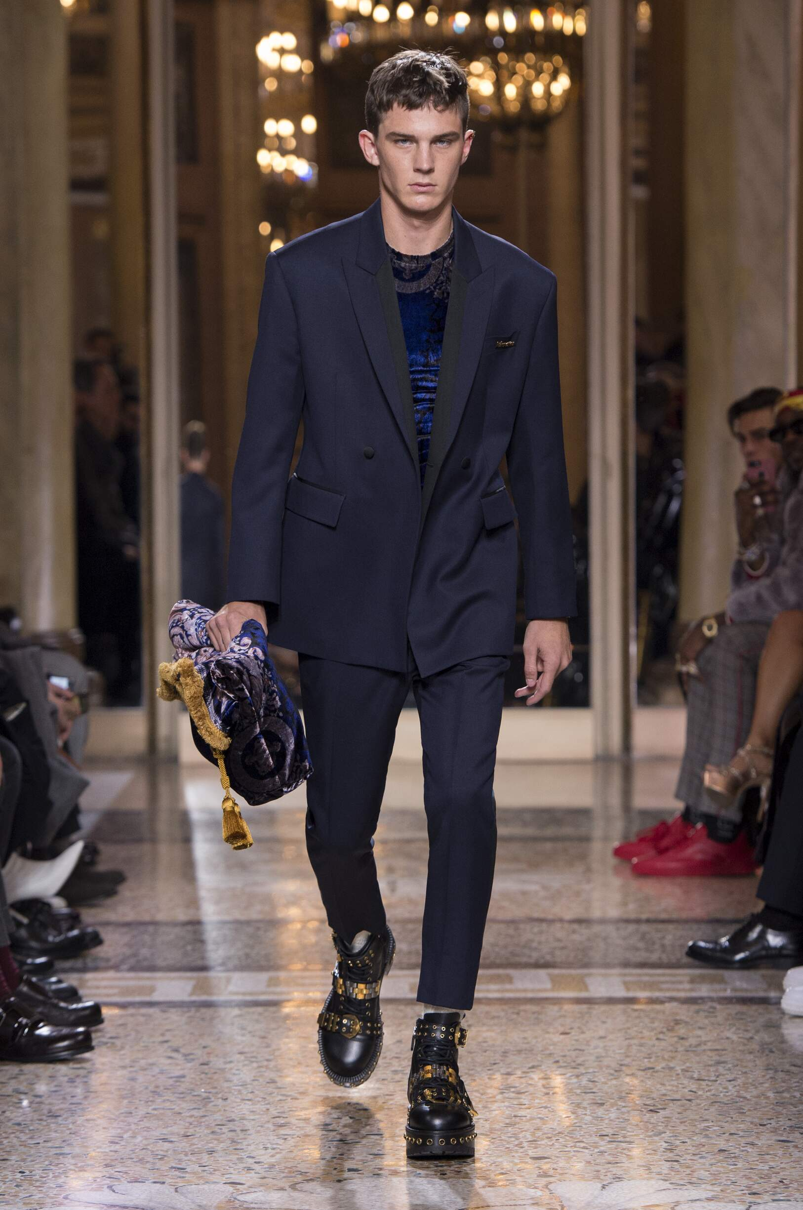 2018 Versace Man Winter Catwalk