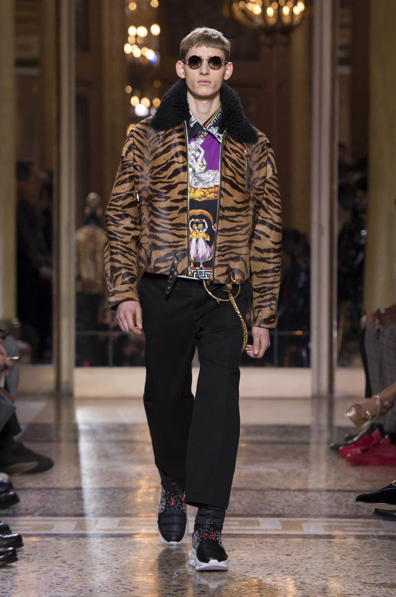 Catwalk Versace Man Fashion Show Winter 2018