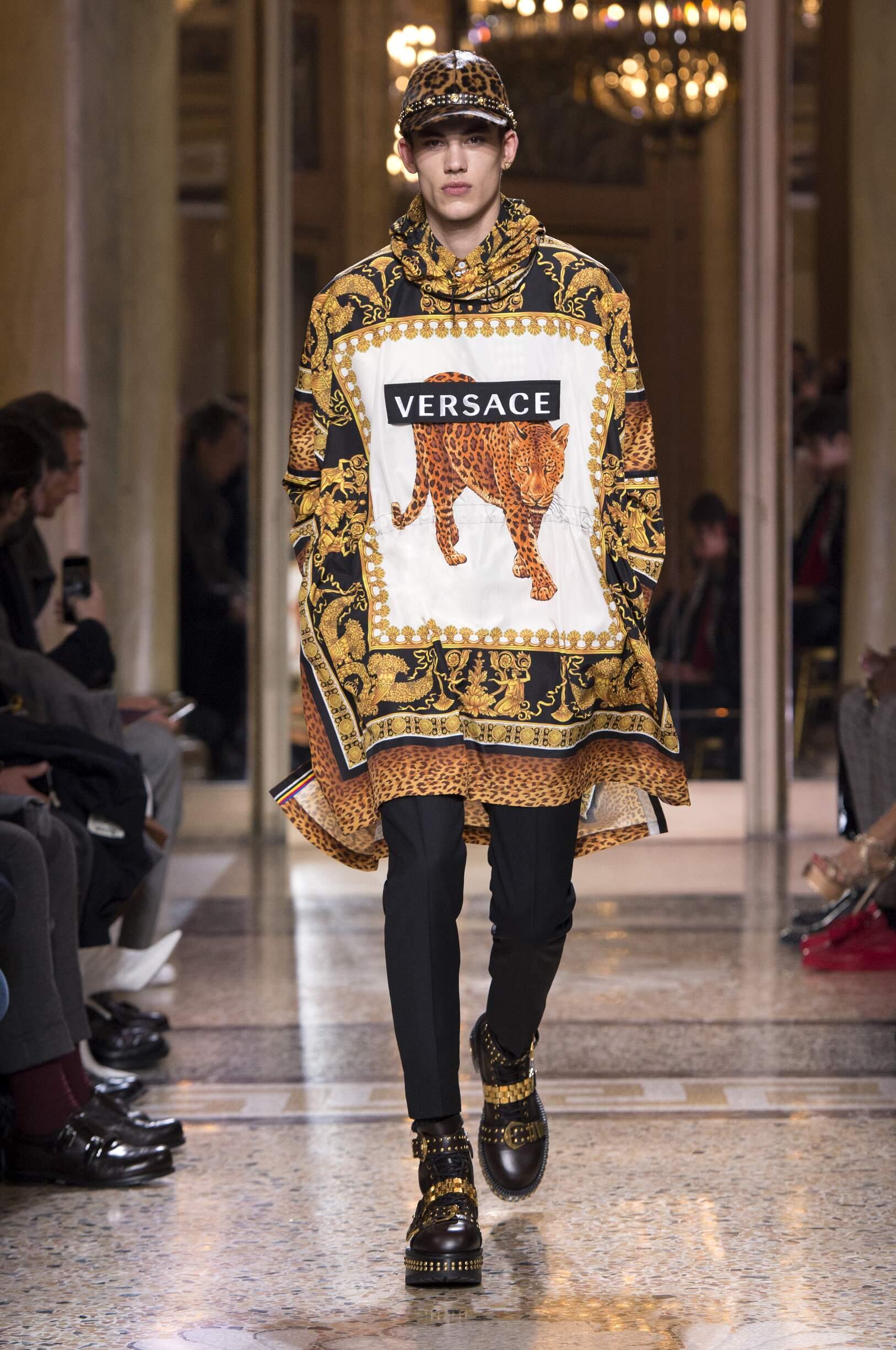 FW 2018 19 Versace Fashion Show