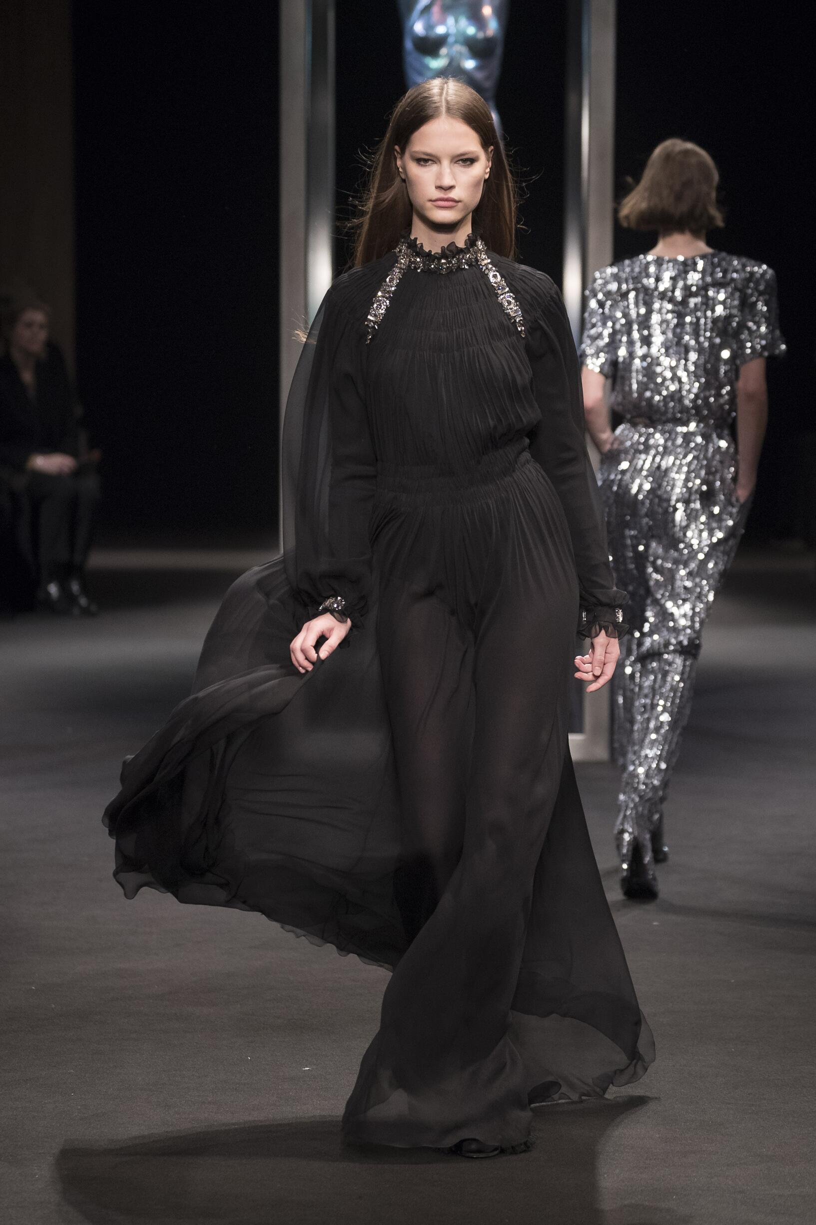 2018 Alberta Ferretti Woman Winter Runway