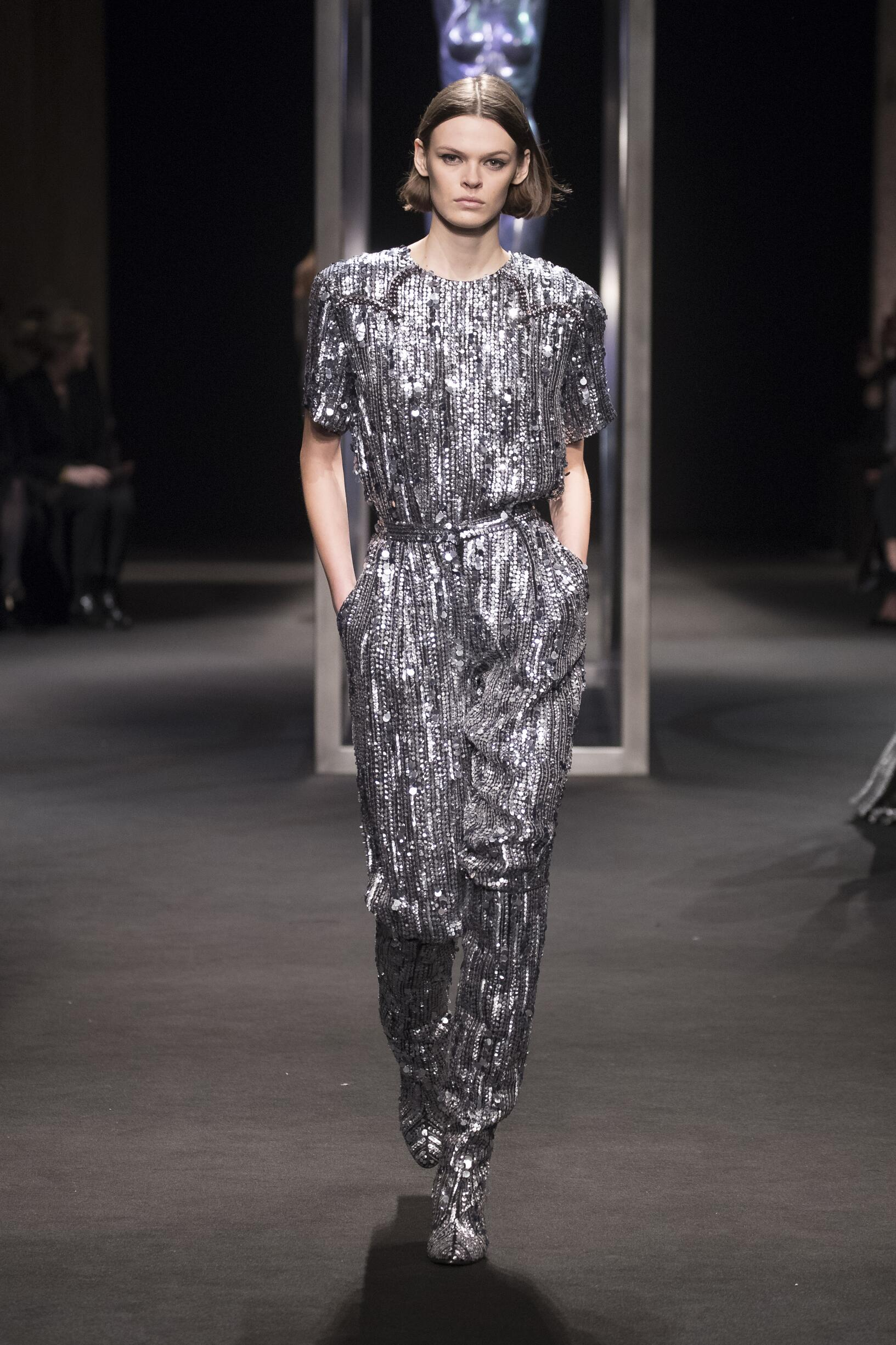 2018 Catwalk Alberta Ferretti Woman Fashion Show Winter