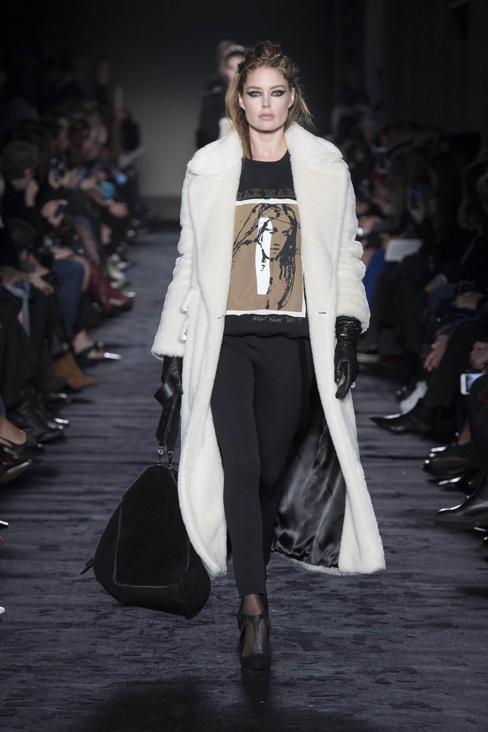 2018 Catwalk Max Mara Woman Fashion Show Winter