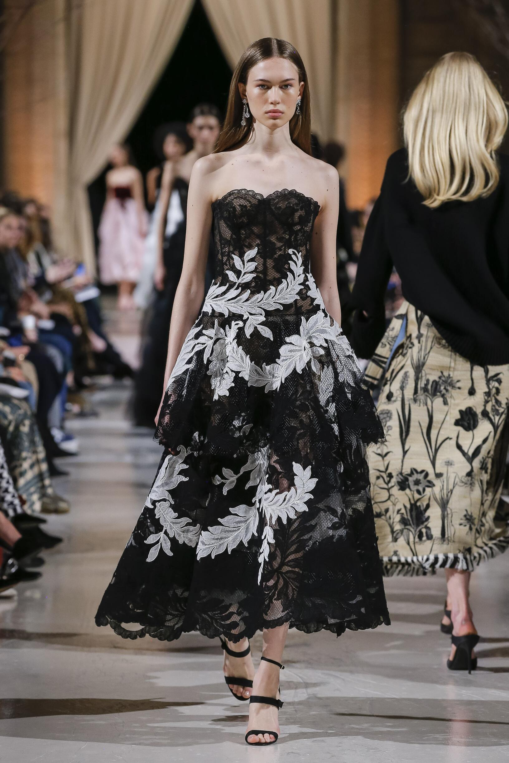 2018 Catwalk Oscar de la Renta Winter