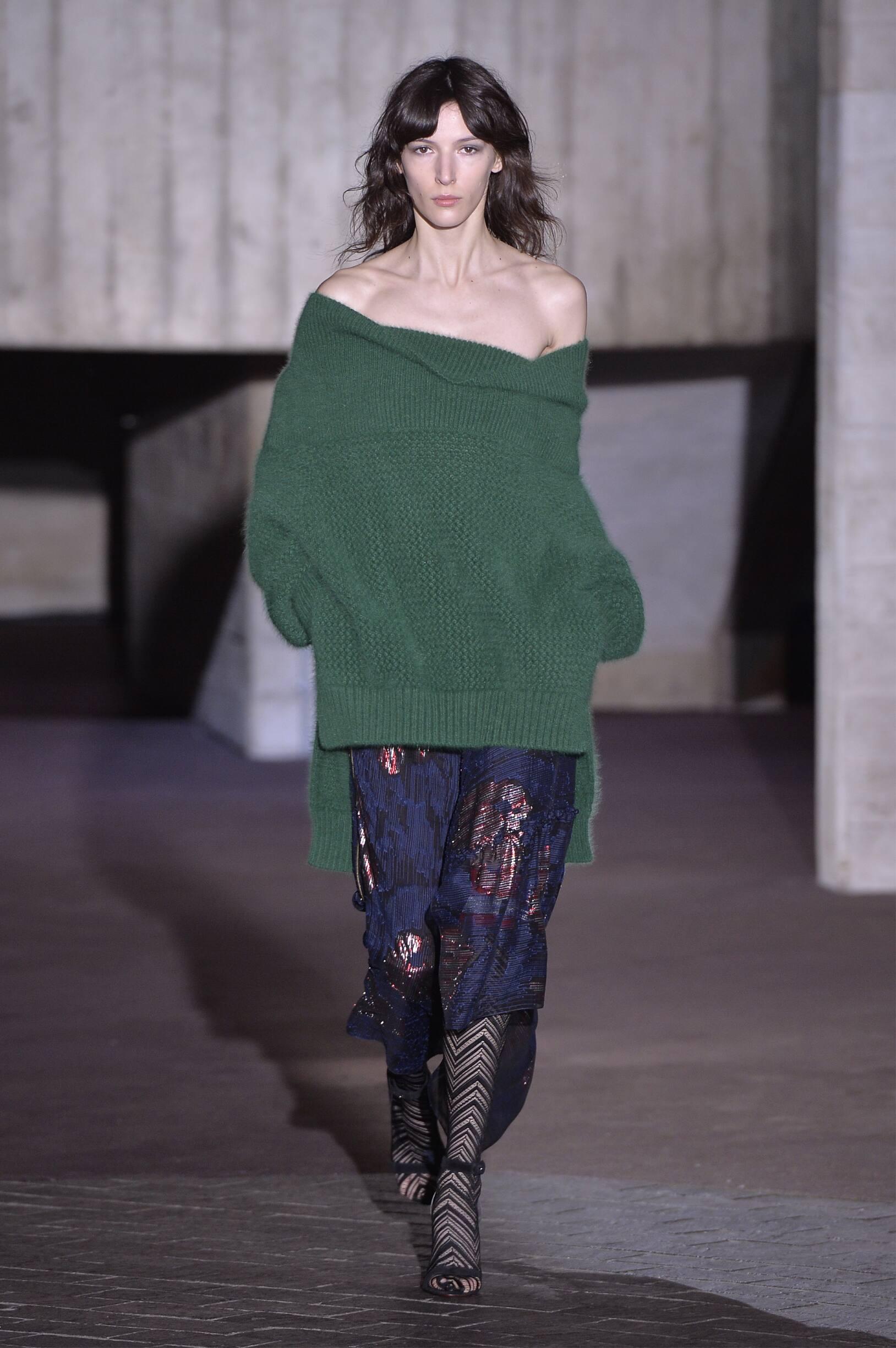 2018 Catwalk Roland Mouret Woman Fashion Show Winter