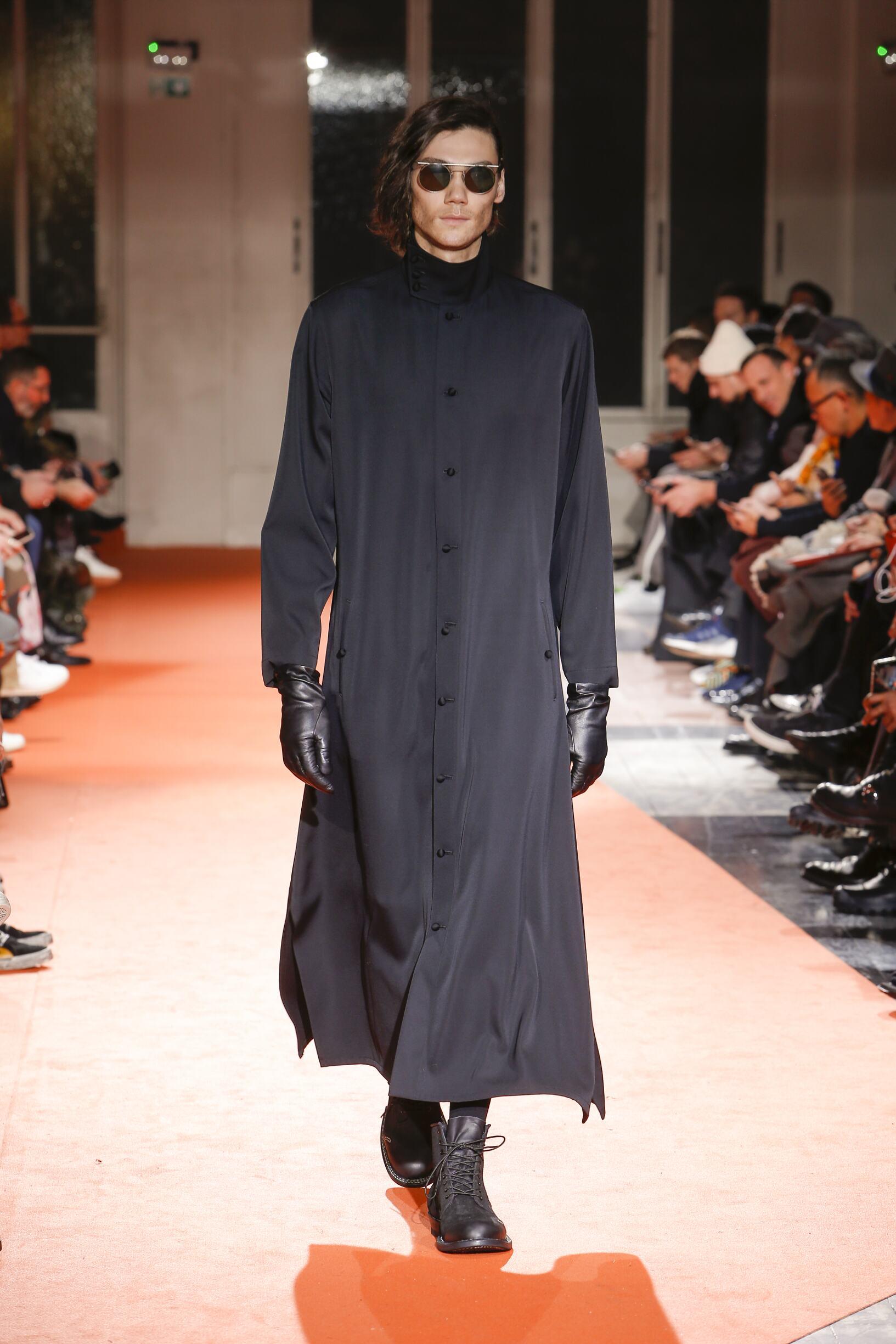 2018 Catwalk Yohji Yamamoto Man Fashion Show Winter