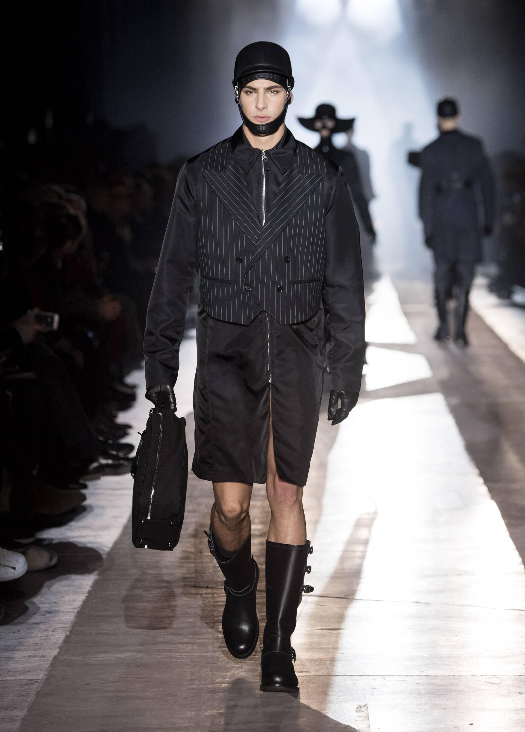 2018 Man Style Moschino