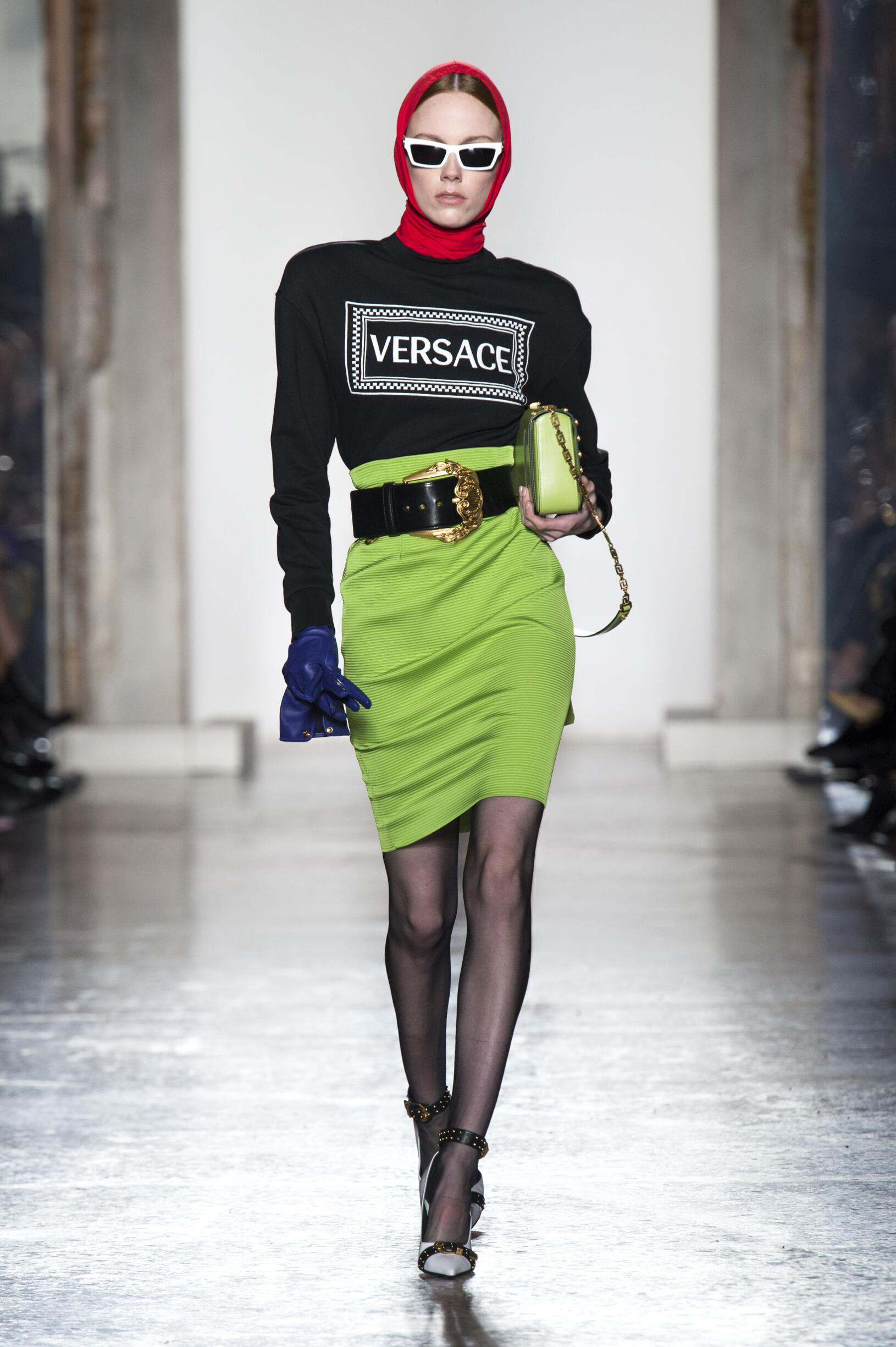 2018 Versace Woman Catwalk