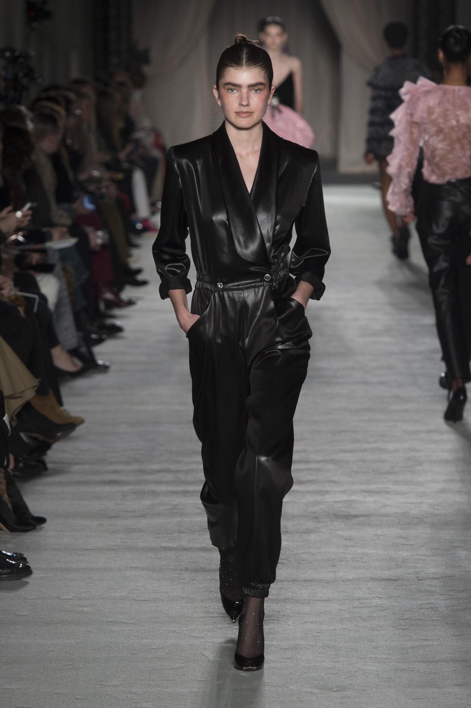 2018 Woman Style Philosophy di Lorenzo Serafini