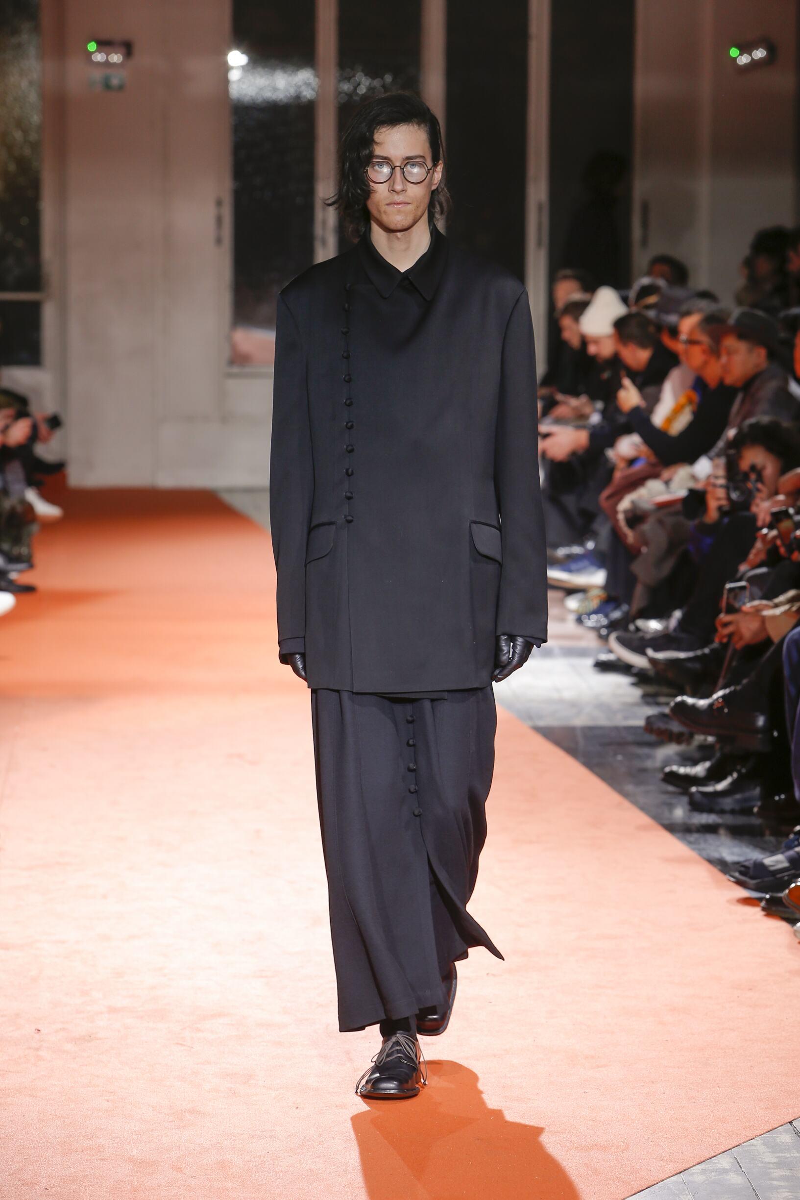 2018 Yohji Yamamoto Man Winter Catwalk