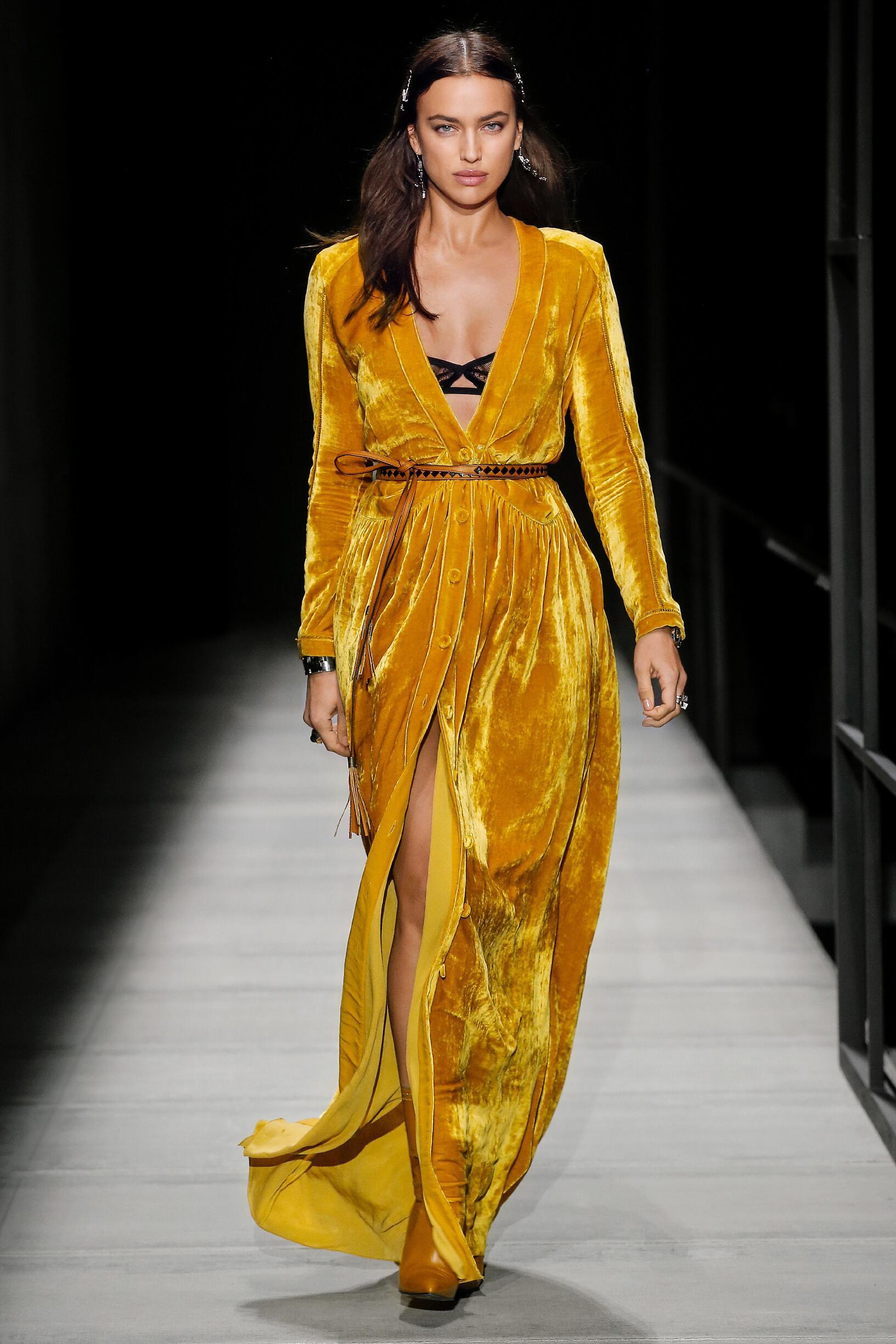 Bottega Veneta Women Fall 2018 Catwalk