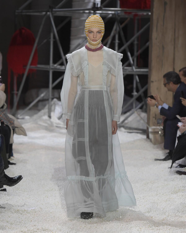 Calvin Klein 205W39NYC Winter 2018 Woman Catwalk