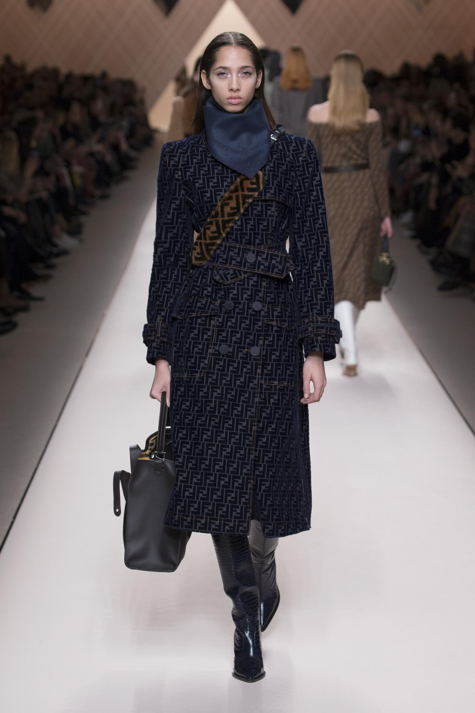 Catwalk Fendi Woman Fashion Show Winter 2018