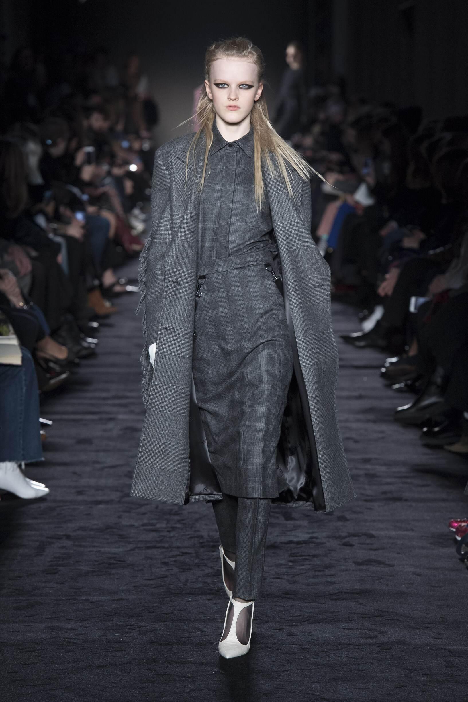 Catwalk Max Mara Woman Fashion Show Winter 2018