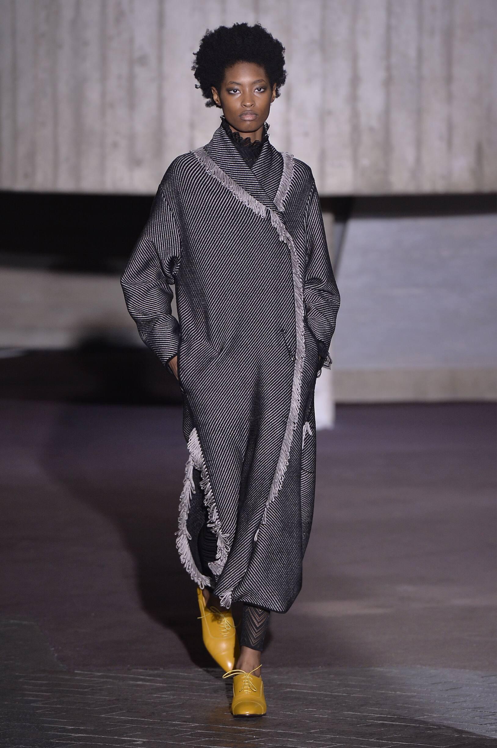 Catwalk Roland Mouret Woman Fashion Show Winter 2018