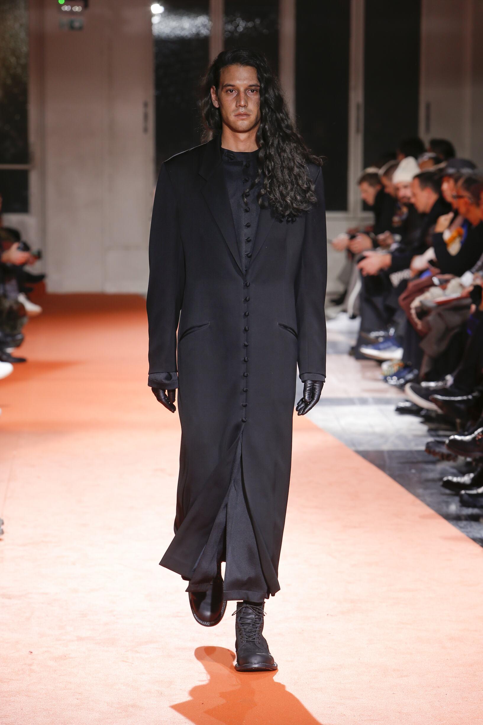 FW 2018-19 Yohji Yamamoto Fashion Show Paris