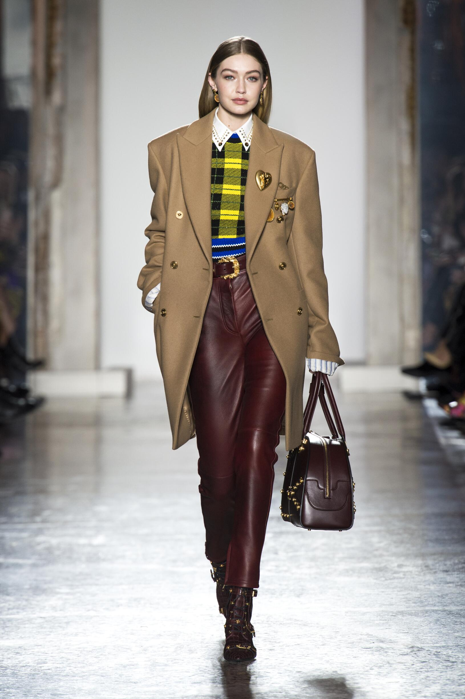 Fall 2018-19 Womenswear Versace