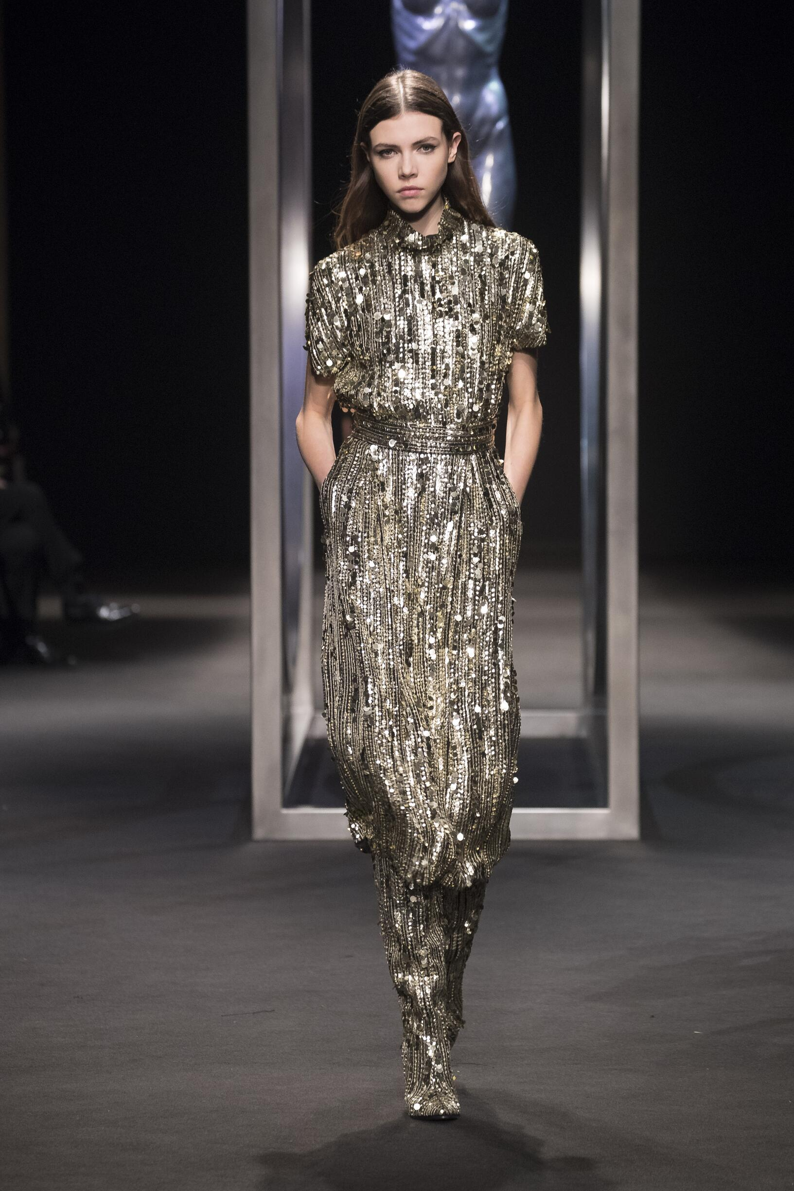 Fall Fashion 2018-19 Alberta Ferretti