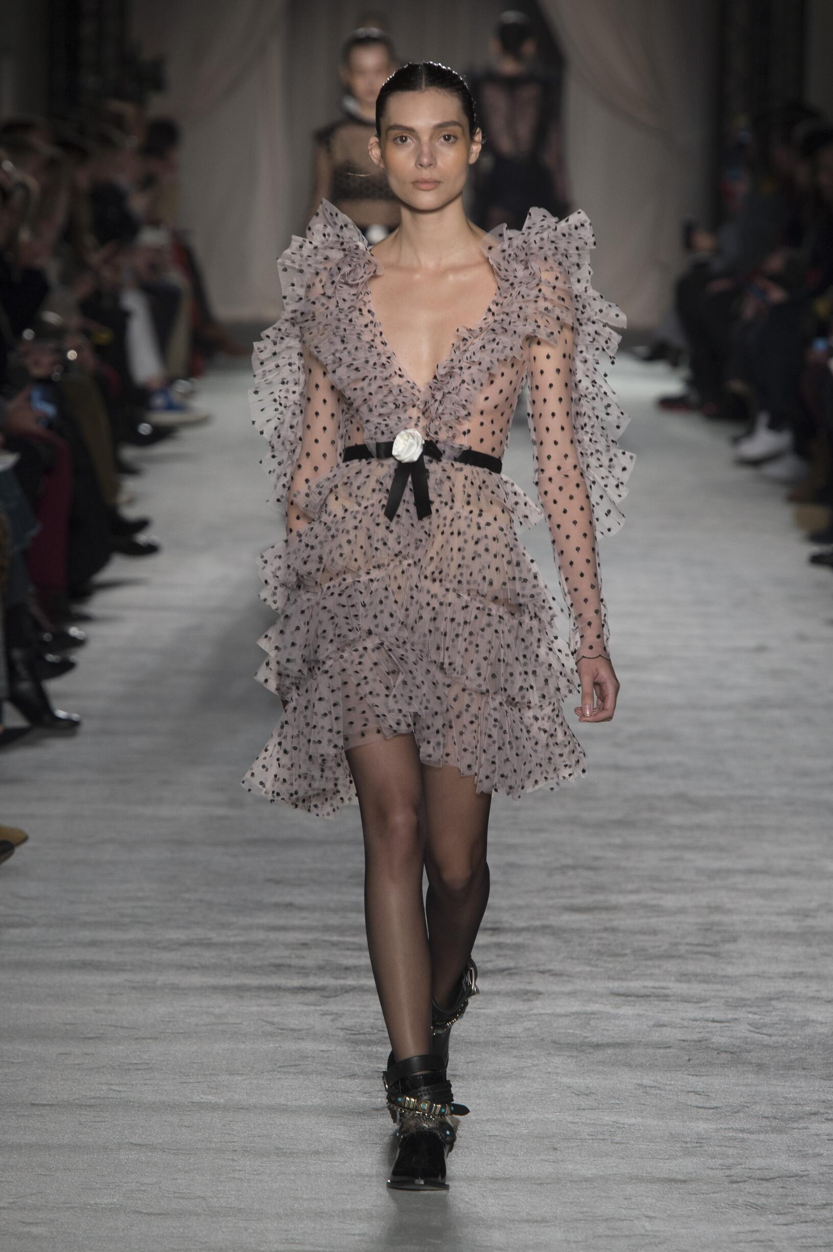 Fall Fashion 2018-19 Philosophy di Lorenzo Serafini