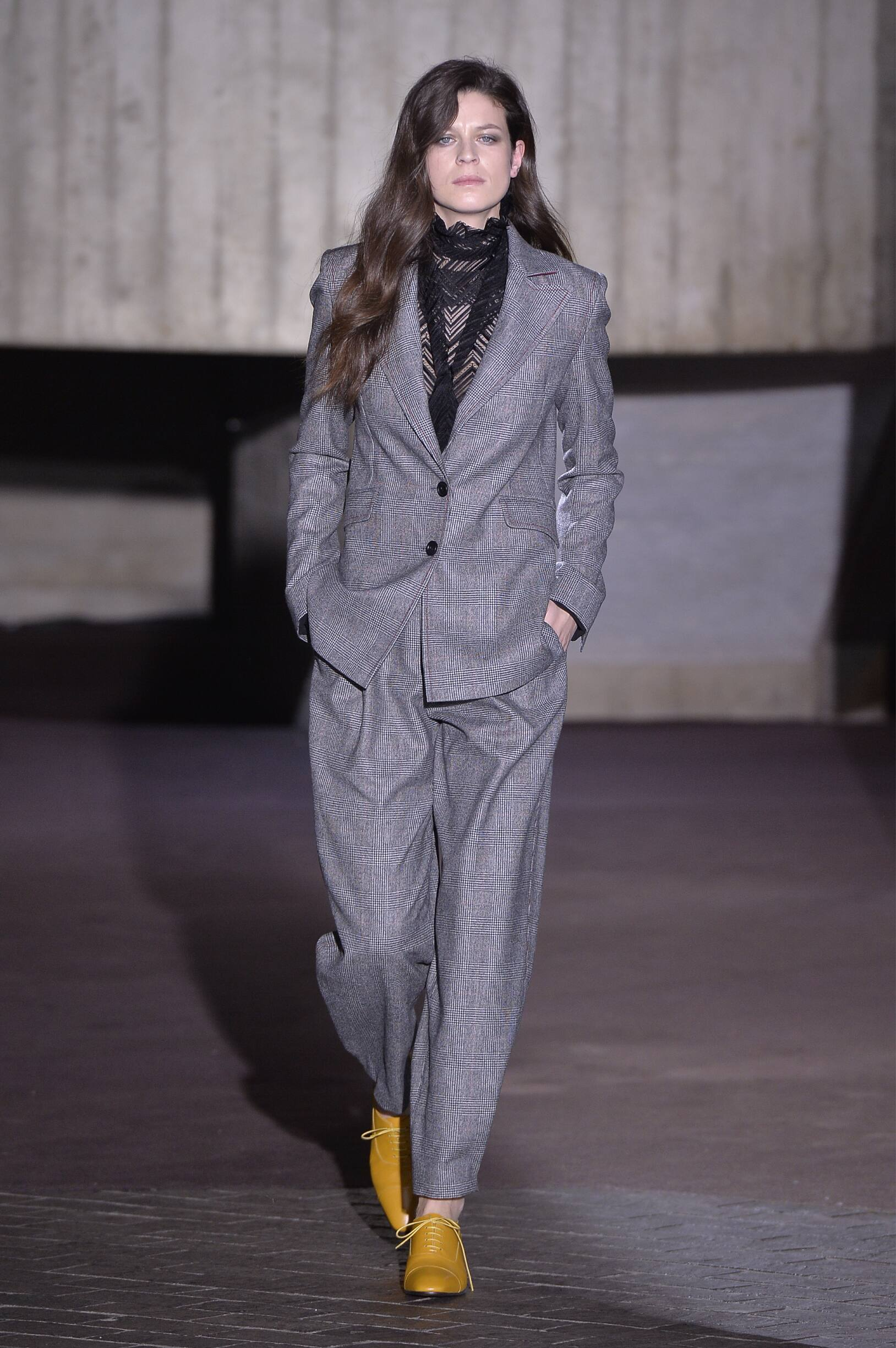 Fall Winter 2018 Woman London Roland Mouret Collection
