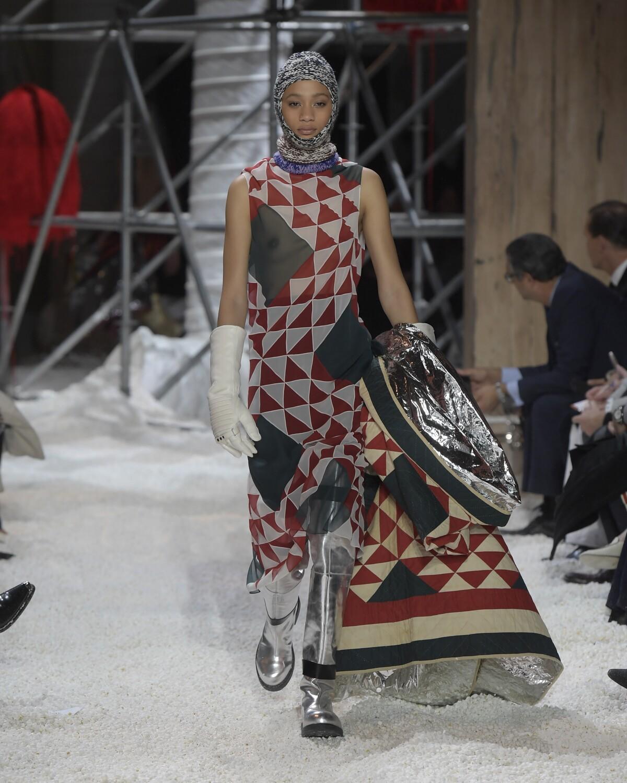 Fashion 2018-19 Woman Runway Calvin Klein 205W39NYC