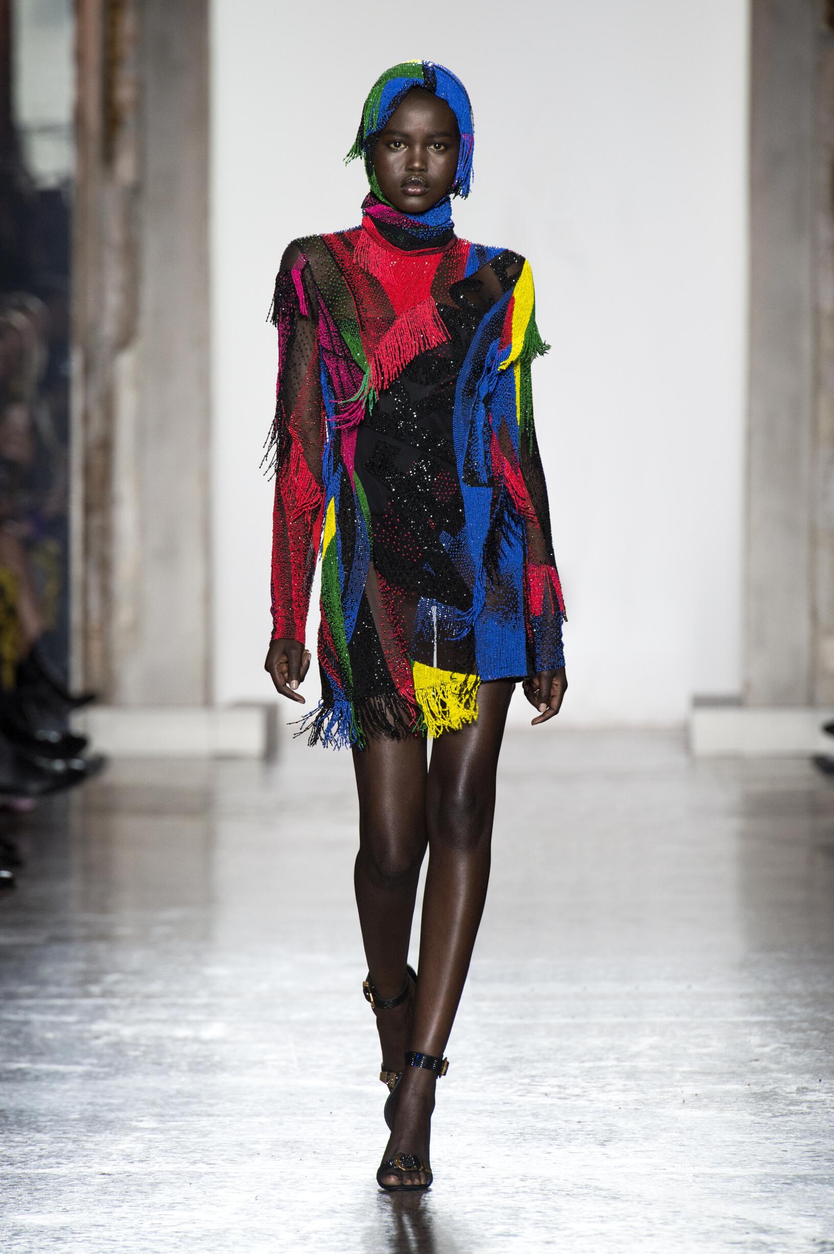 Fashion 2018-19 Woman Style Versace
