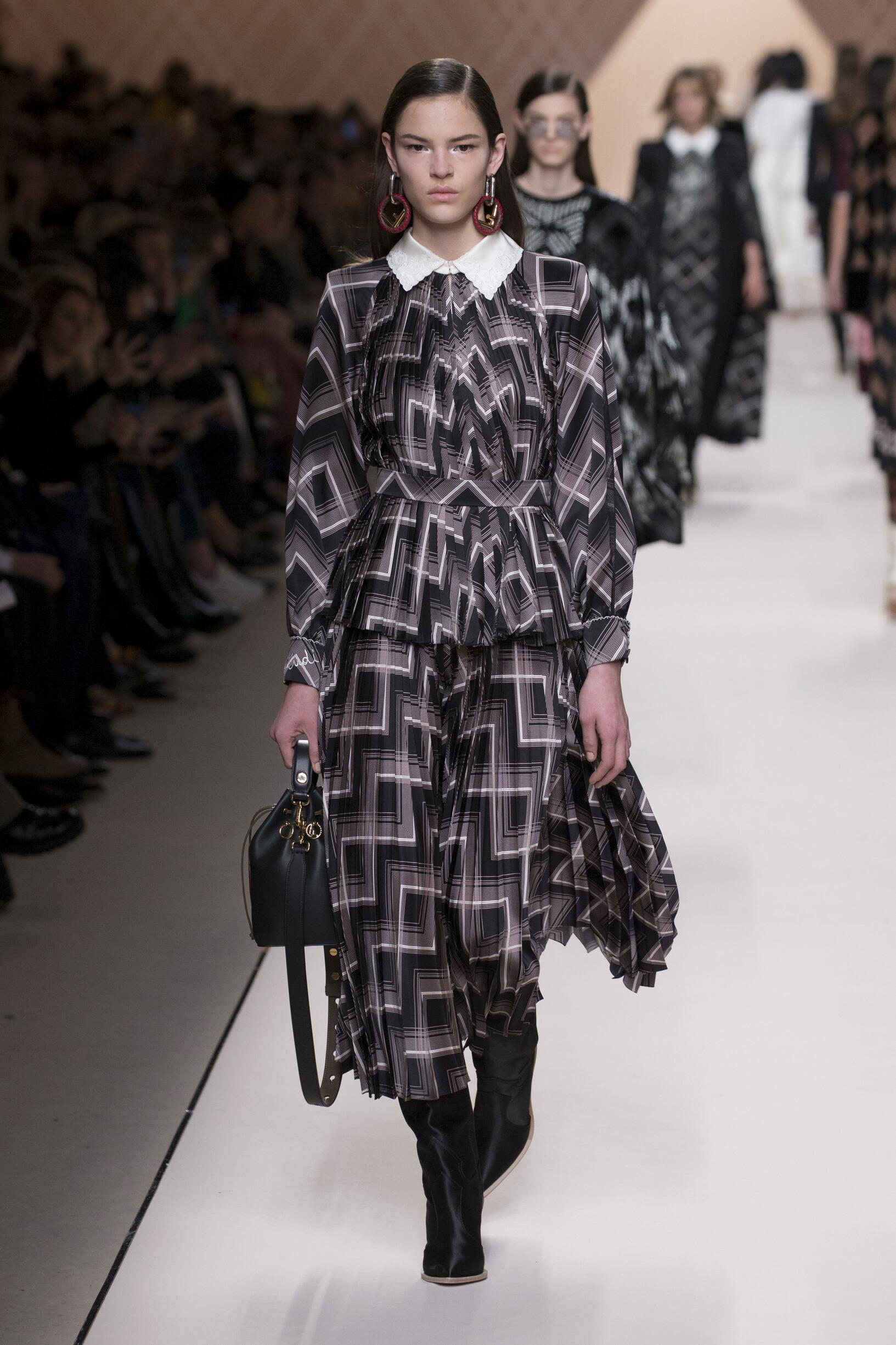 Fashion 2018-19 Woman Trends Fendi