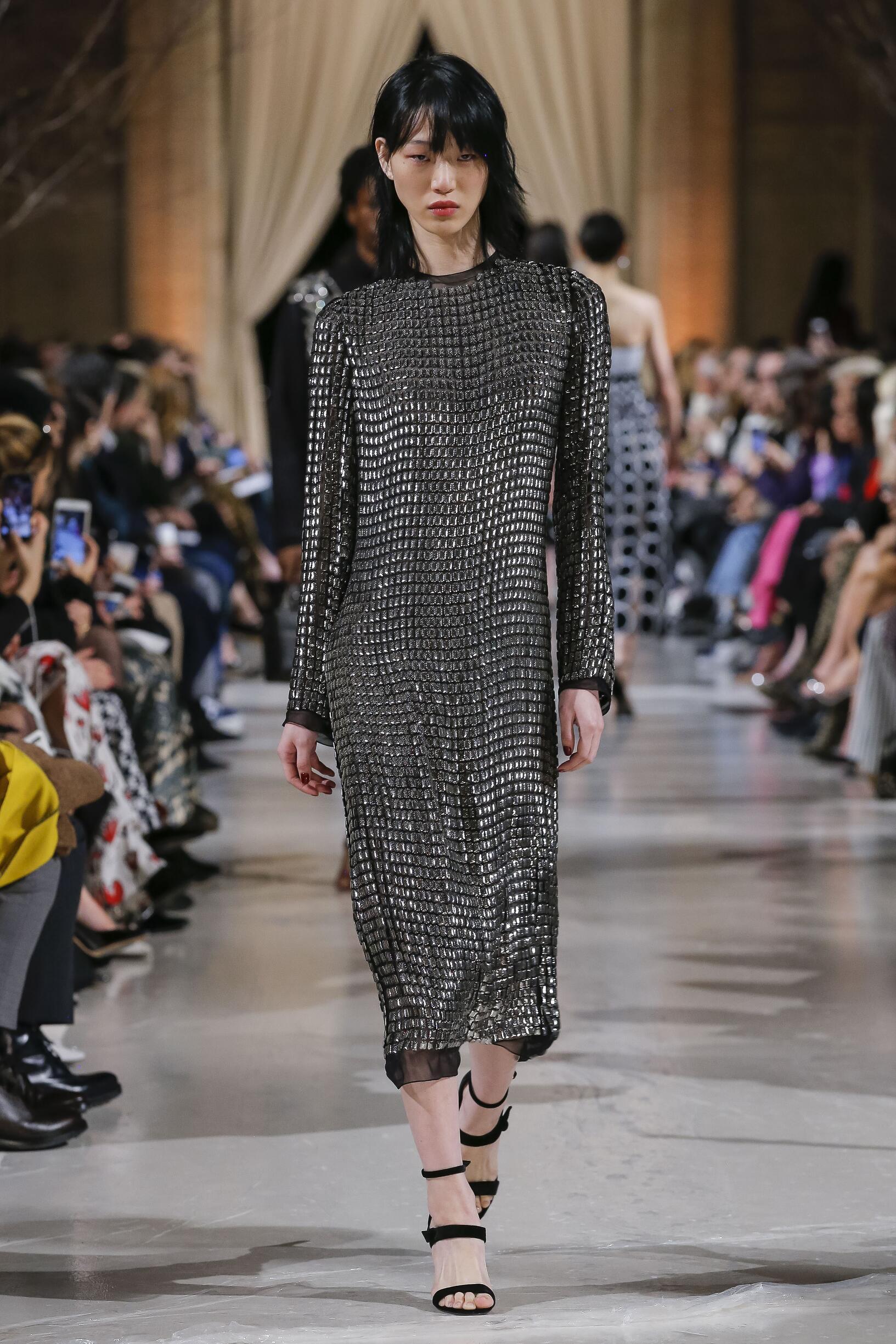 Fashion 2018-19 Woman Trends Oscar de la Renta