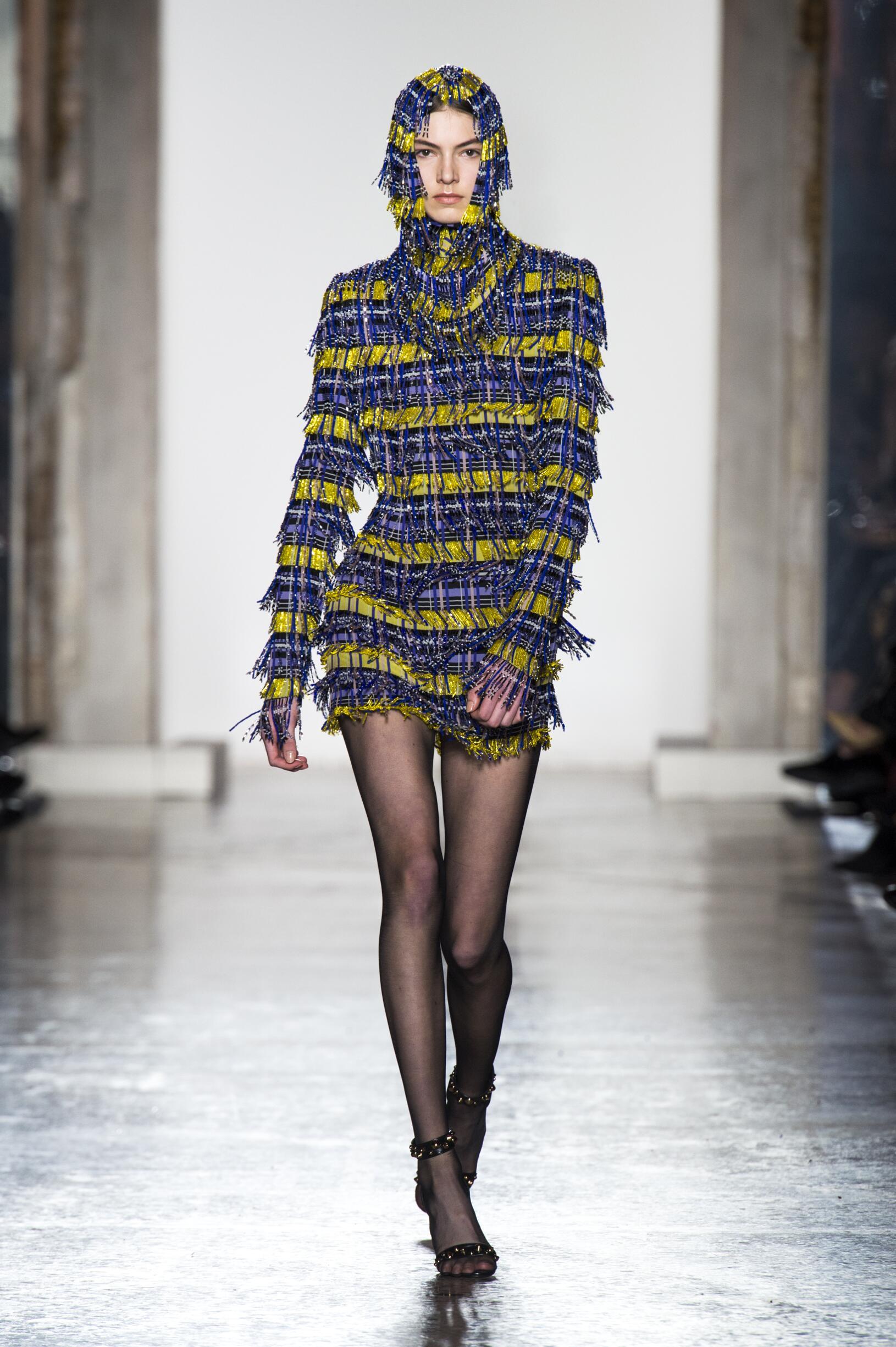 Fashion 2018-2019 Woman Style Versace