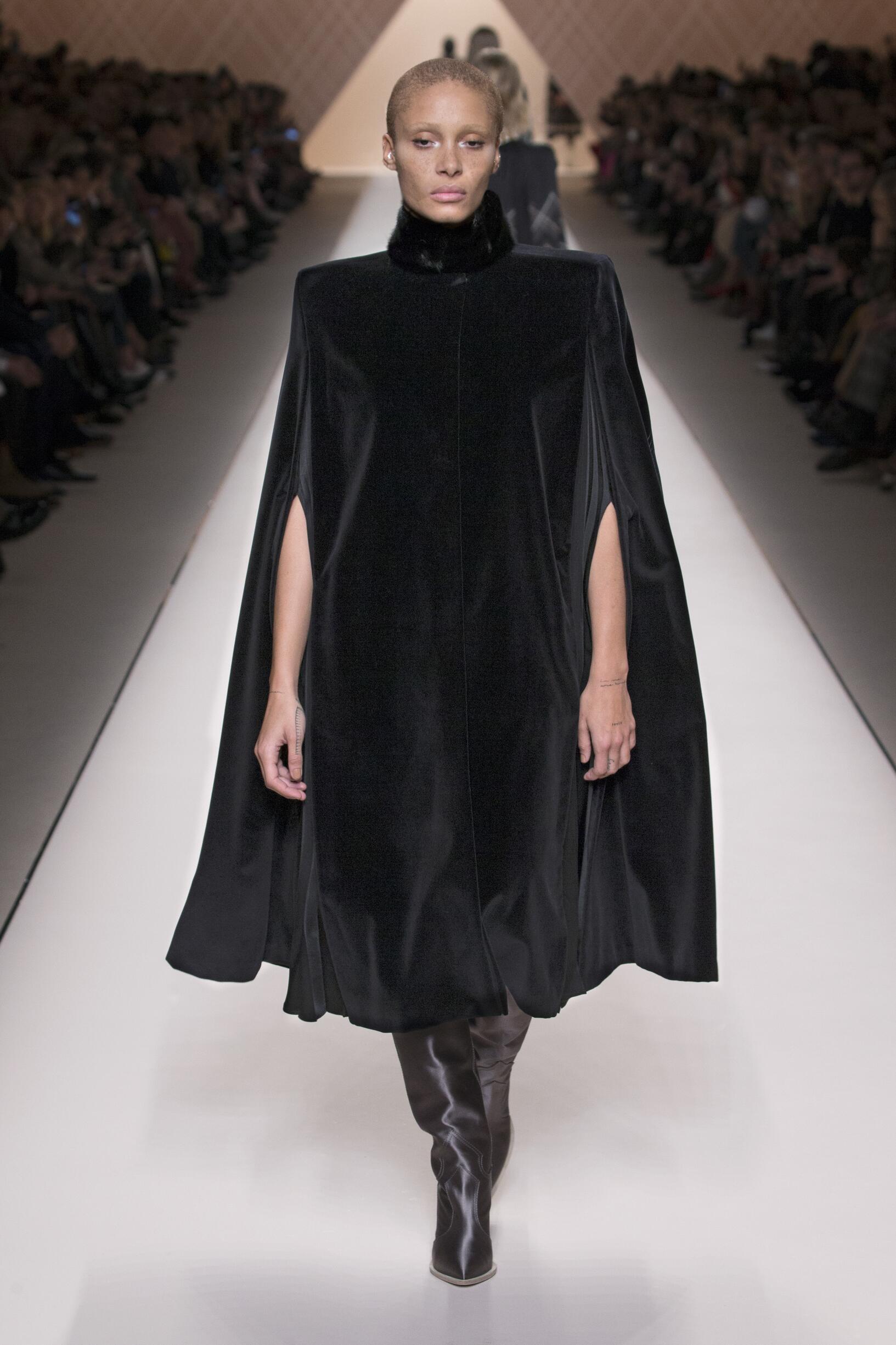 Fashion 2018-2019 Woman Trends Fendi