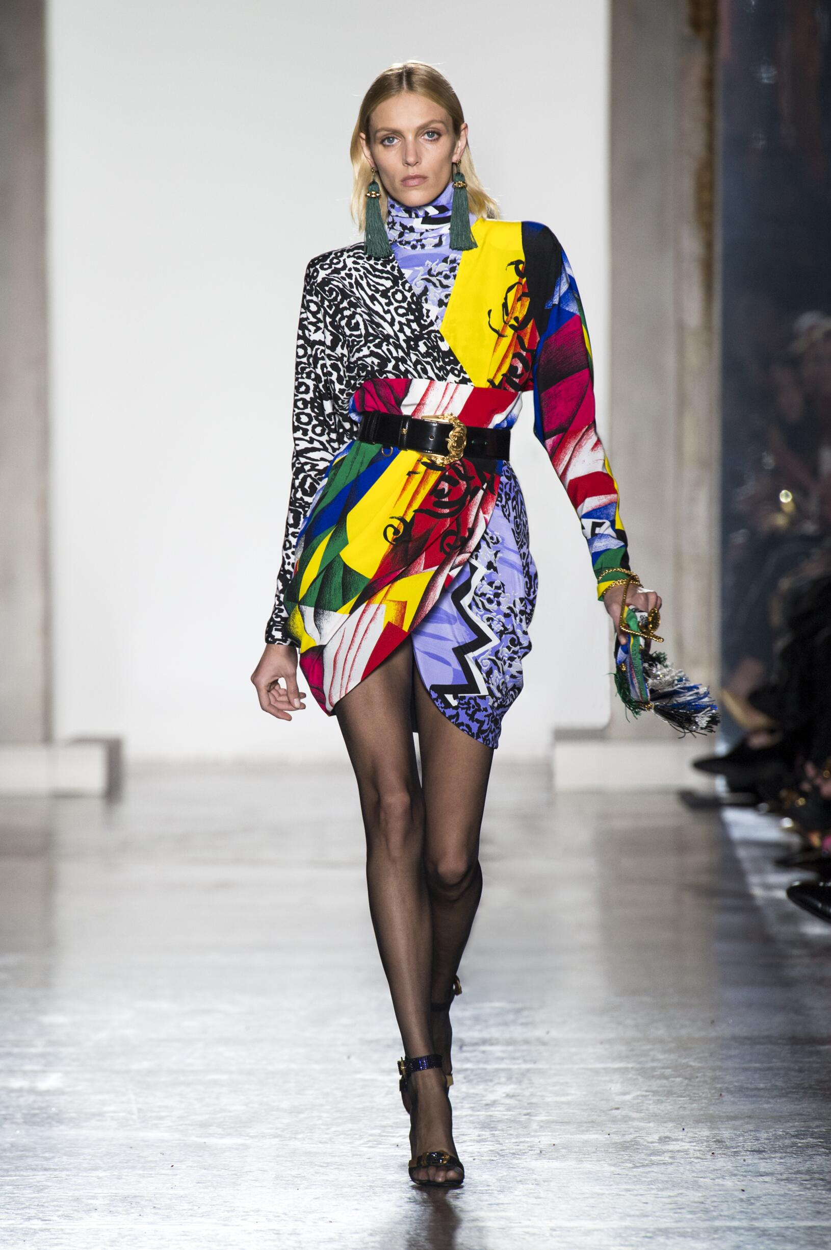 Fashion 2018-2019 Woman Trends Versace