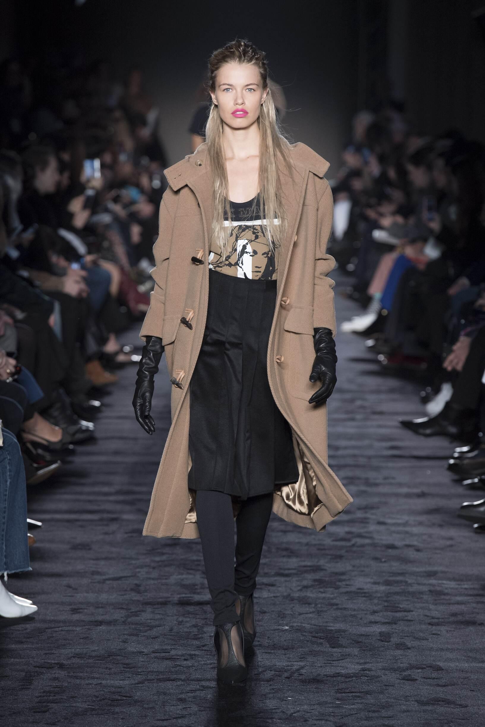 Fashion Woman Model Max Mara Catwalk