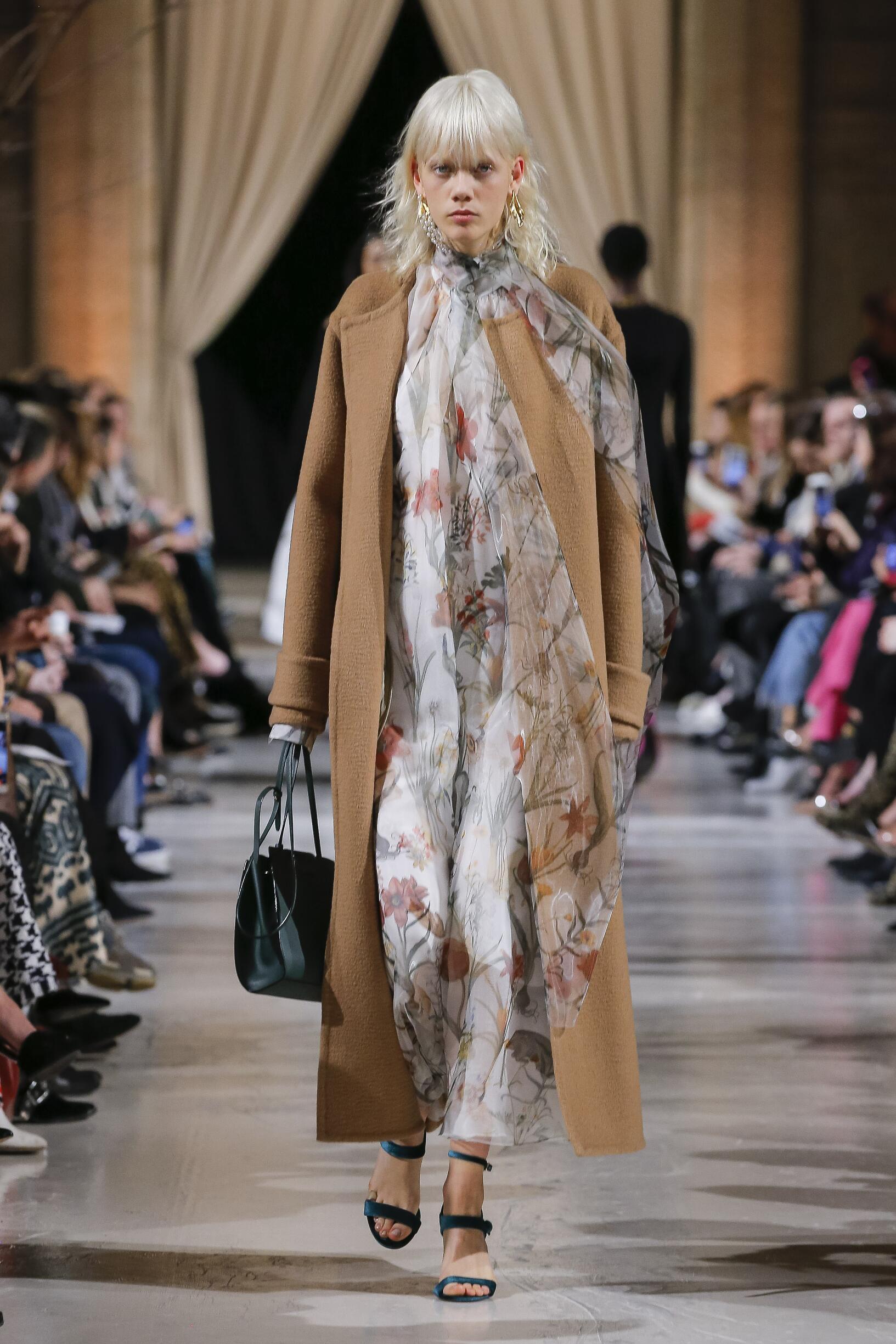 Fashion Woman Model Oscar de la Renta Catwalk