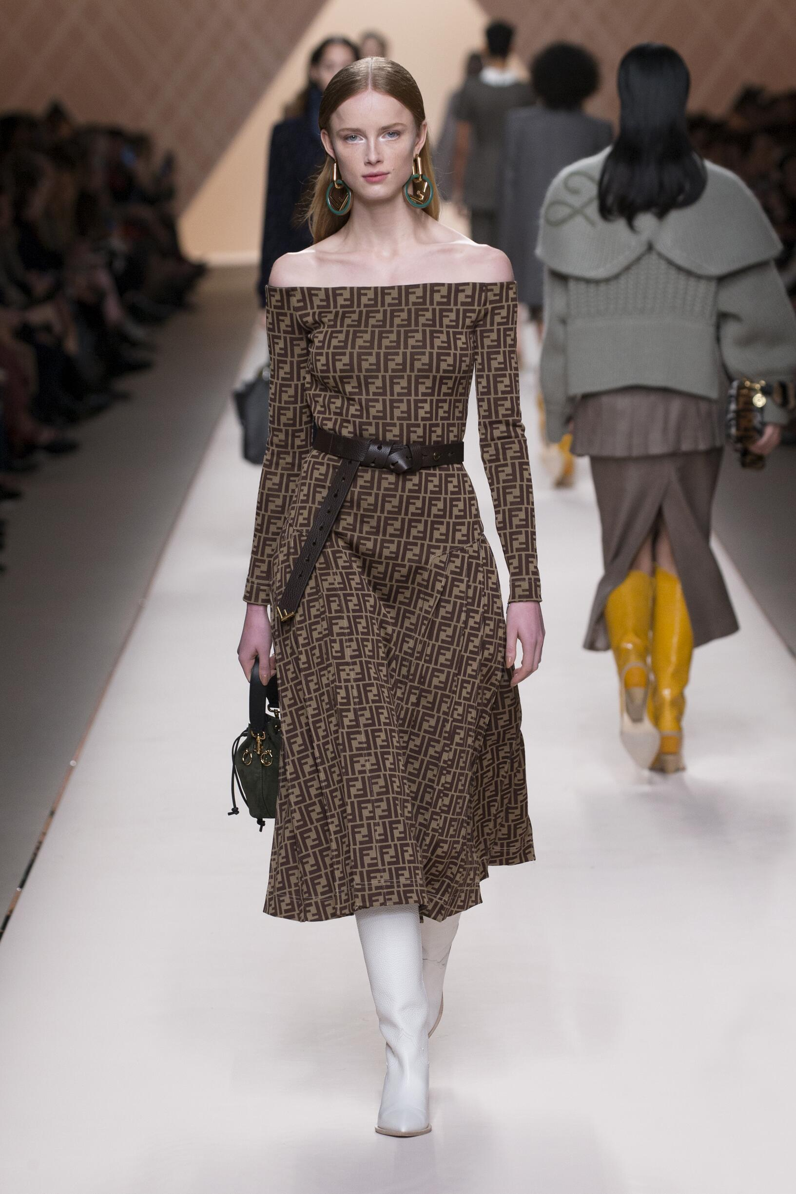 Fendi Winter 2018 Woman Catwalk