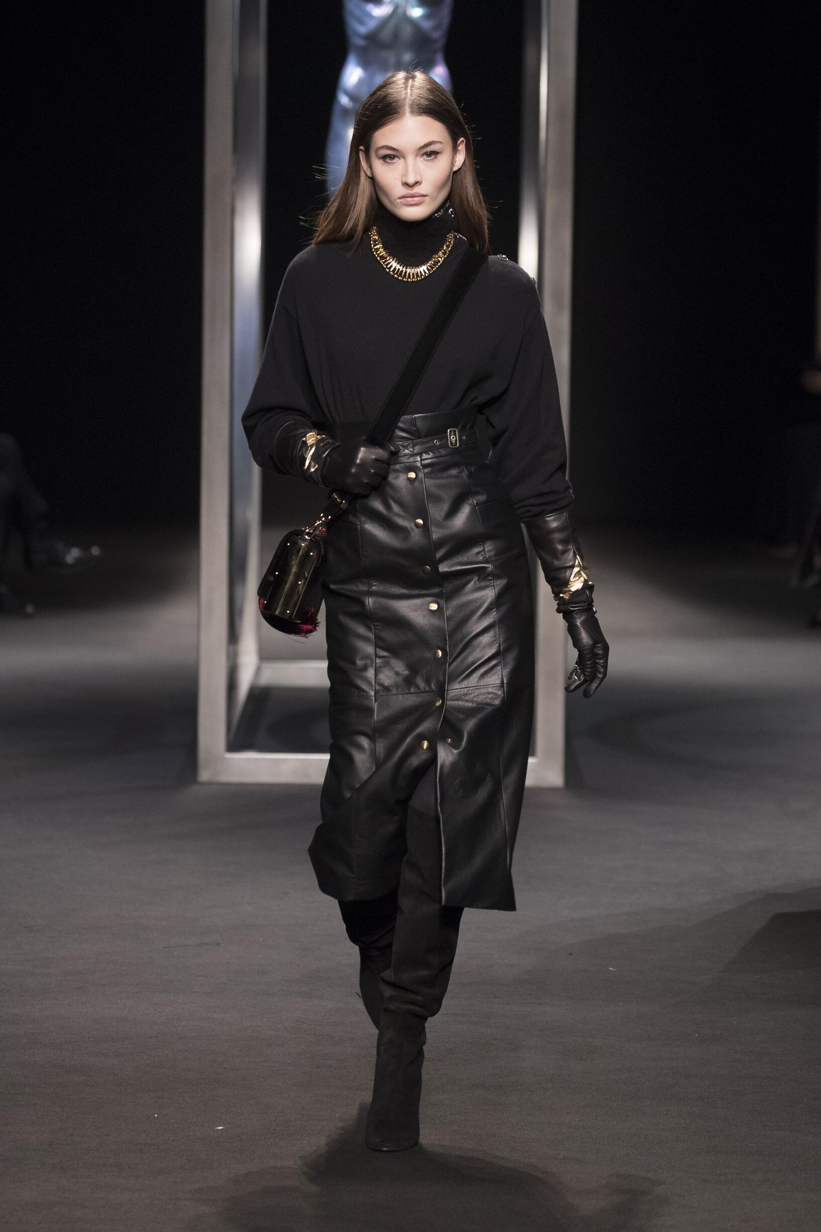 Model Fashion Show Alberta Ferretti