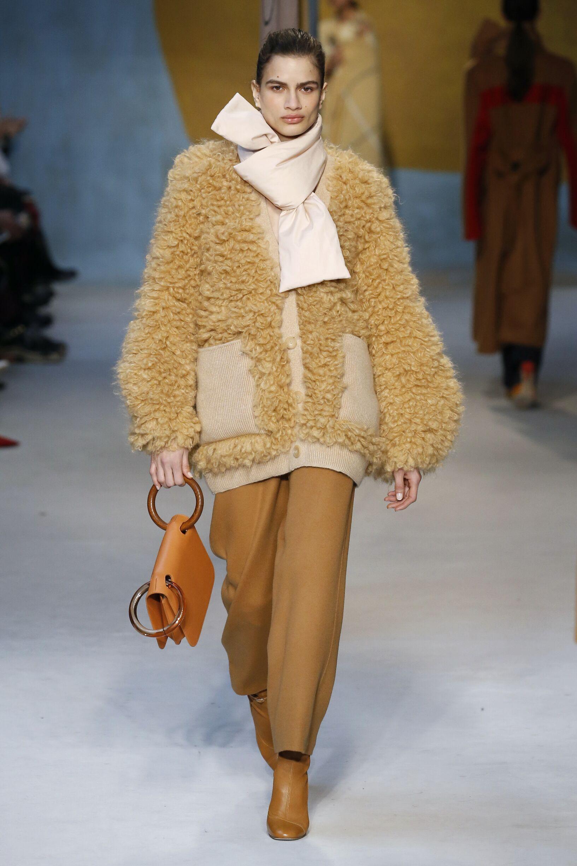 Model Fashion Show Roksanda